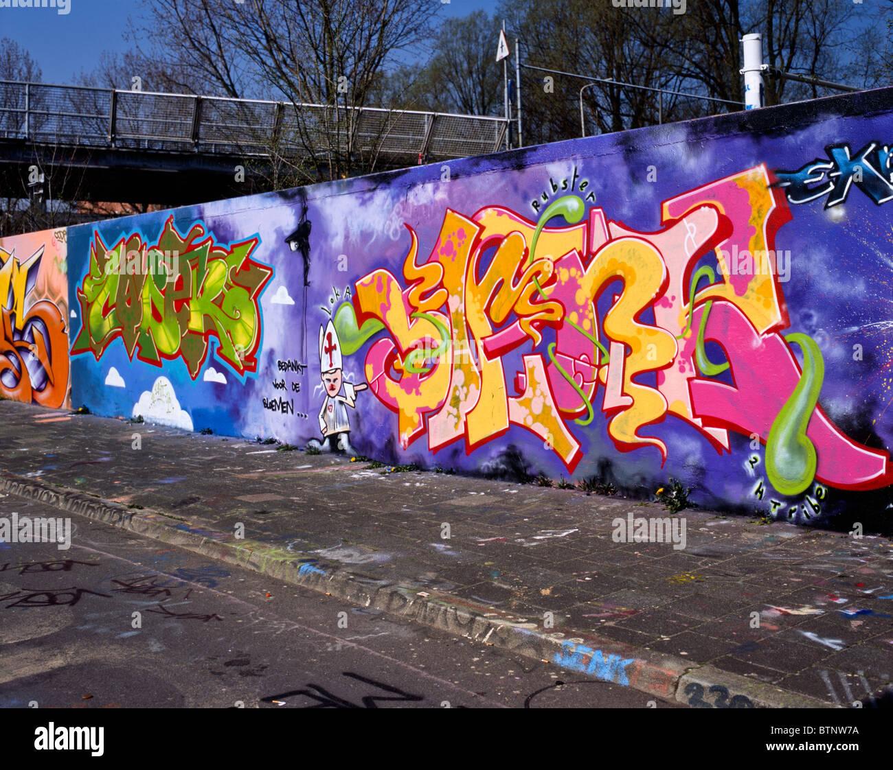 graffiti st ck zeigt einen arzt sanit ter und die formulierung danke f r die blumen an. Black Bedroom Furniture Sets. Home Design Ideas