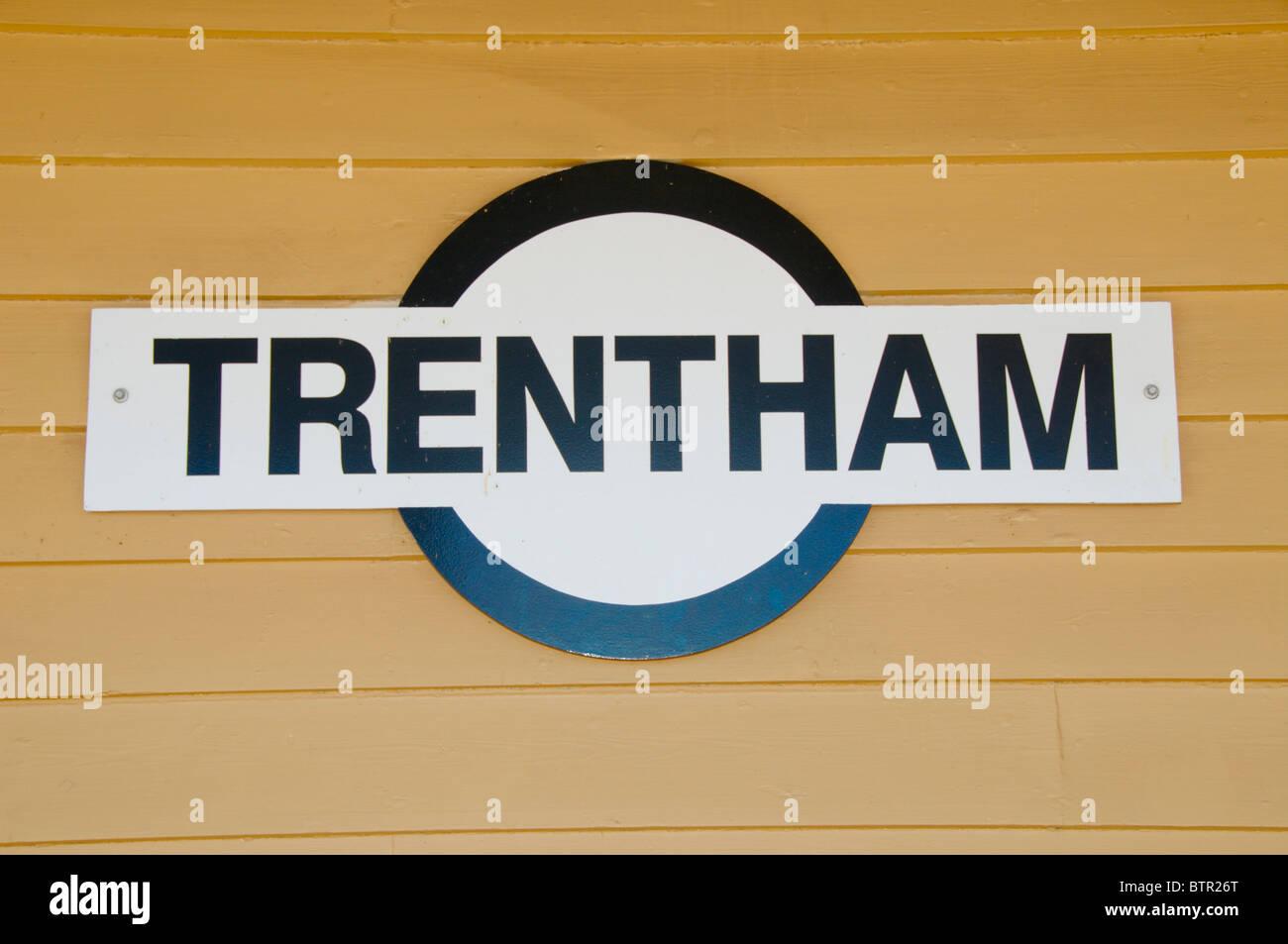 Australien, zentrale Victoria, Trentham Bahnhof Zeichen Stockbild