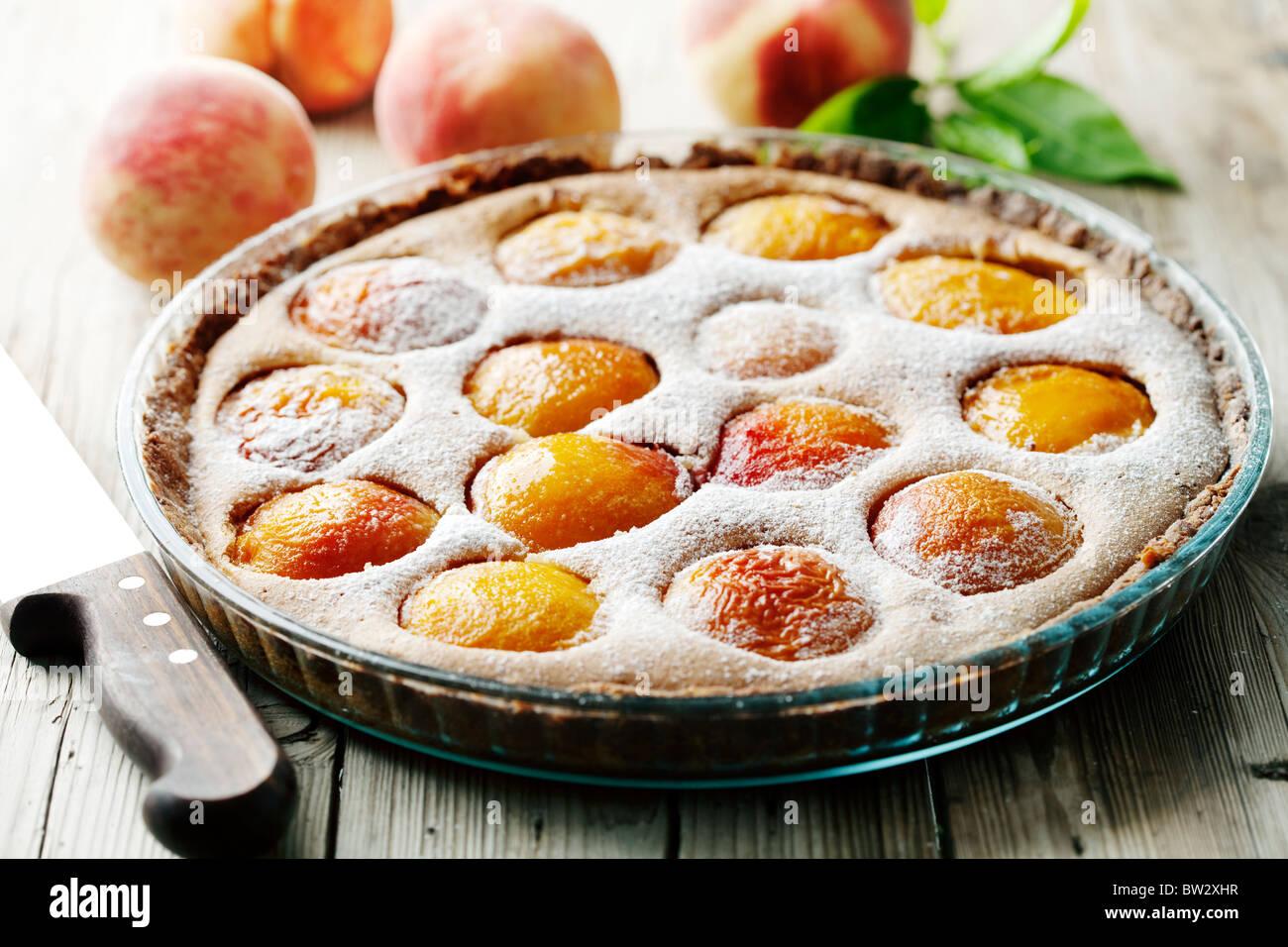 köstliche hausgemachte Pfirsich Torte gemacht mit frischen Bio-Zutaten Stockbild