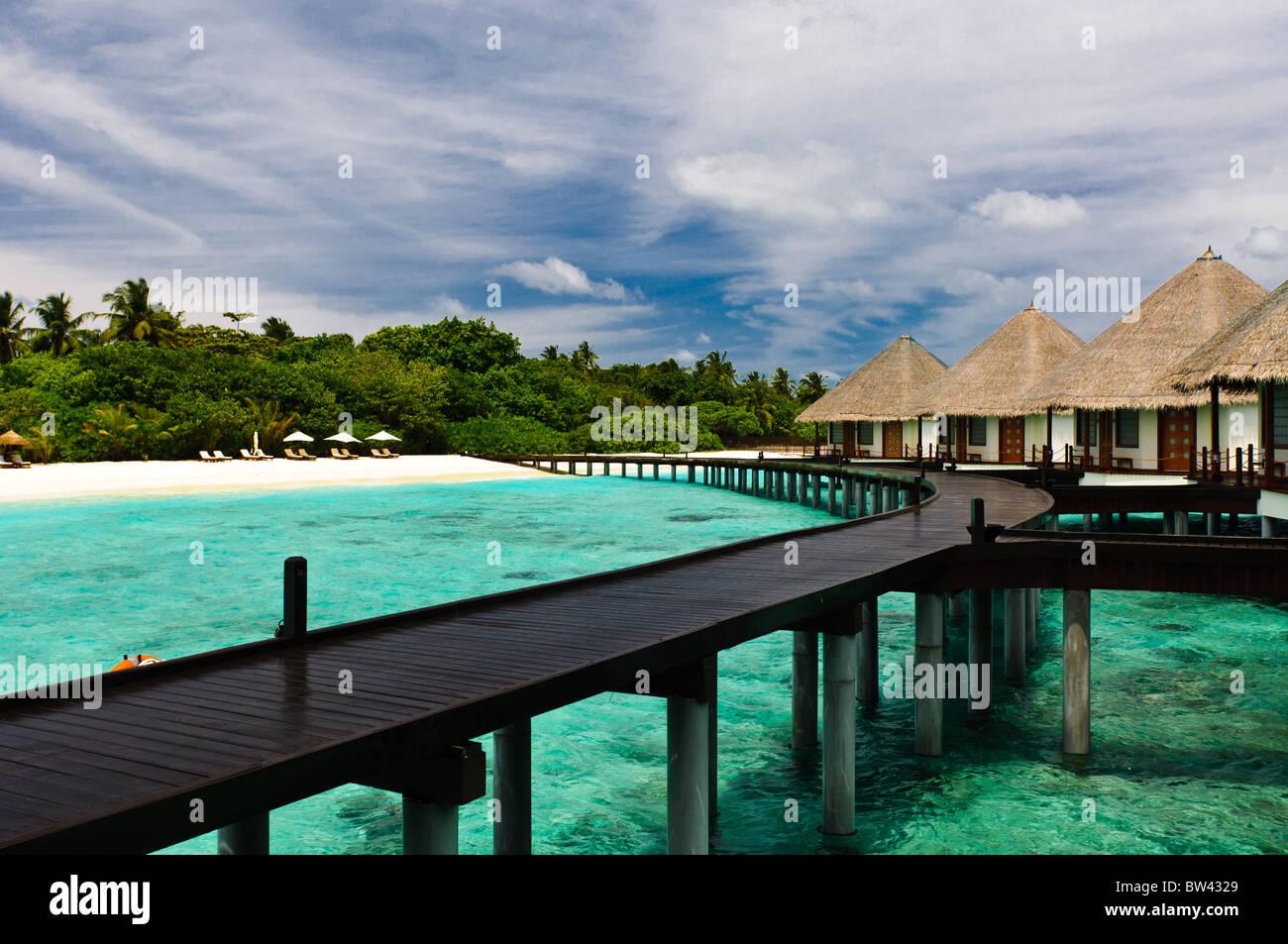 water bungalow turquoise ocean water stockfotos water. Black Bedroom Furniture Sets. Home Design Ideas
