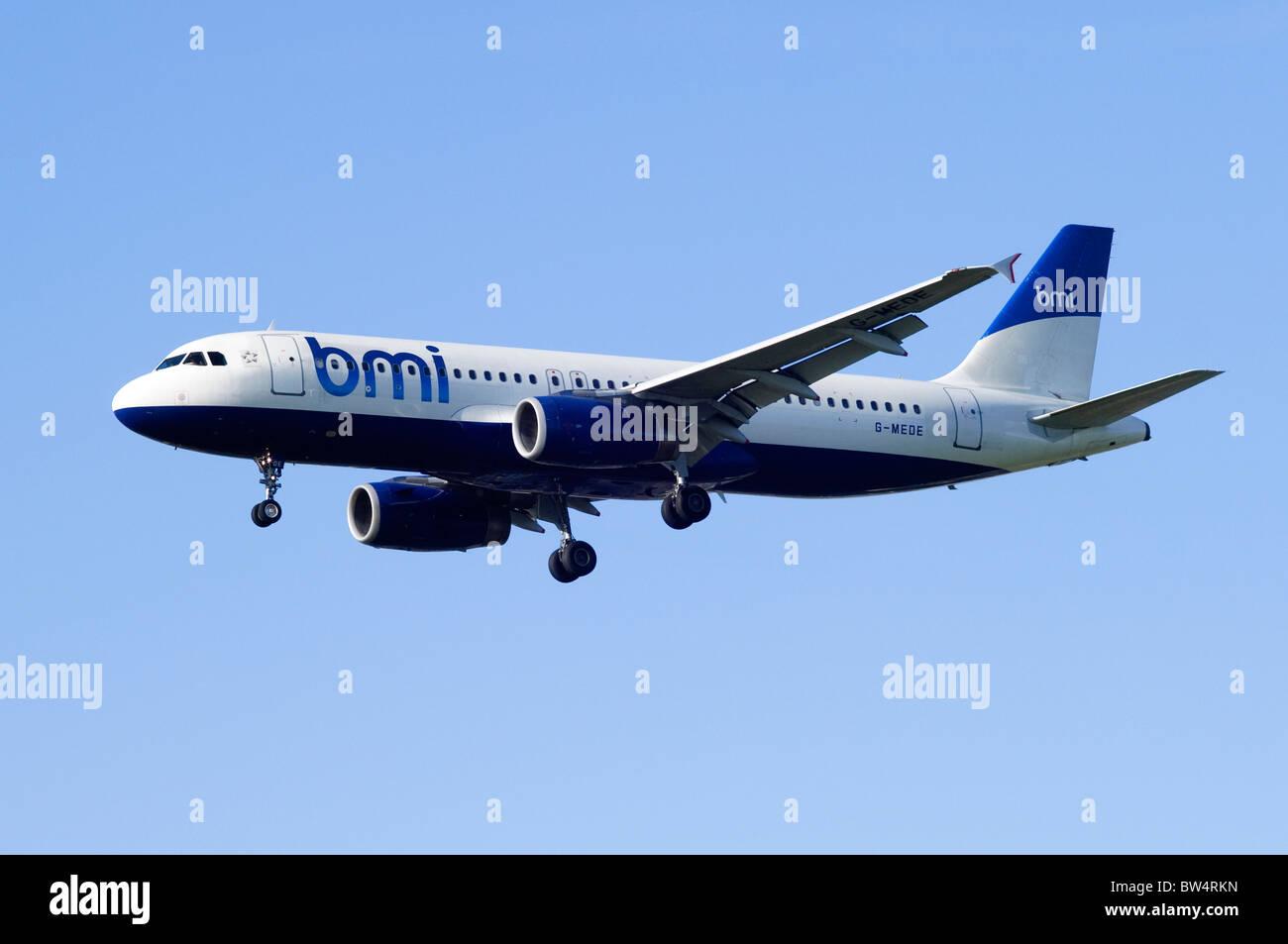 Airbus A320 von BMI operiert Landeanflug am Flughafen London Heathrow Stockbild