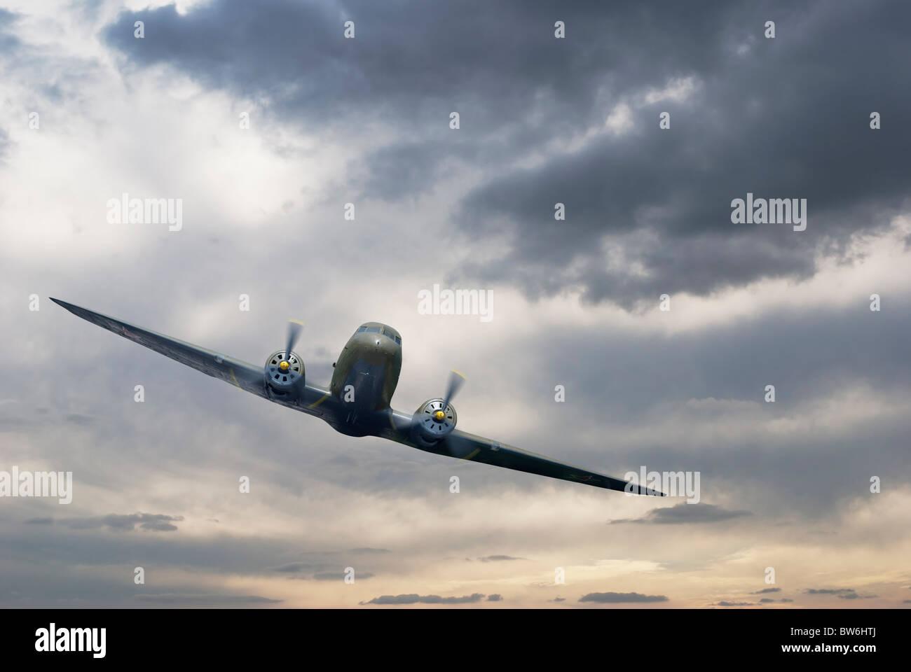 Propellerflugzeuge am Himmel Stockbild