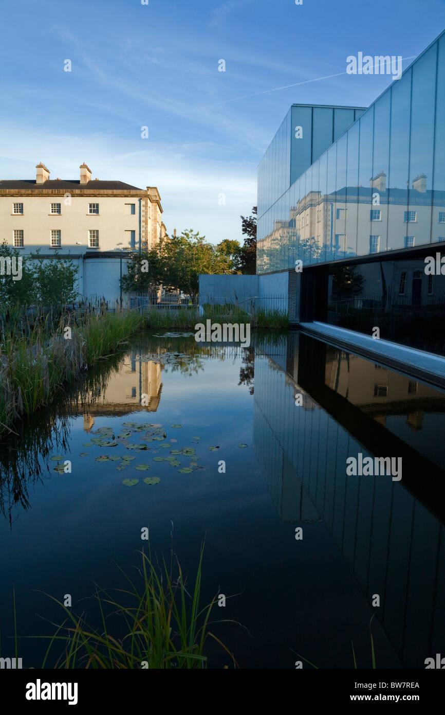 Das visuelle Zentrum für zeitgenössische Kunst und George Bernard Shaw Theater, Stadt Carlow, Irland Stockbild