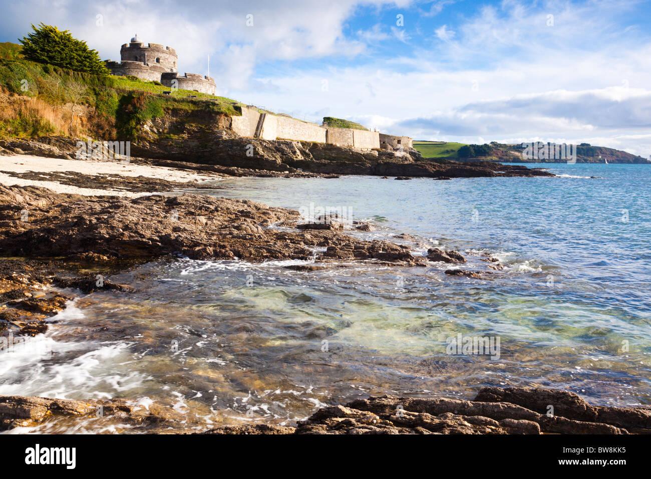 St. Mawes Castle Cornwall vom darunter liegenden Strand Stockbild