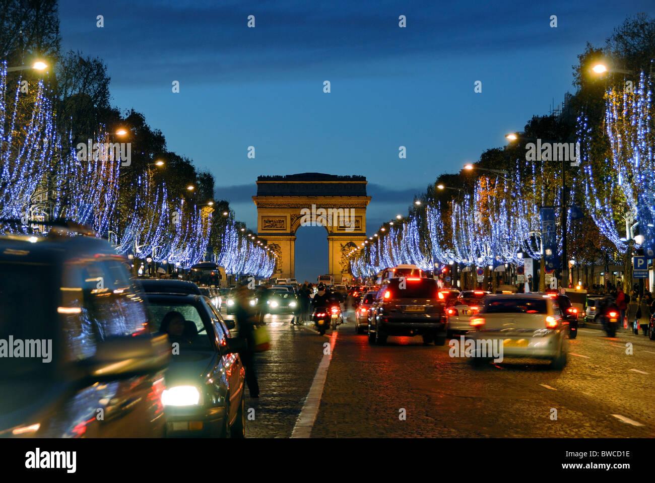 Weihnachtsbeleuchtung Außen Bogen.Paris Frankreich Avenue Des Champs Elysées Und Triumphbogen