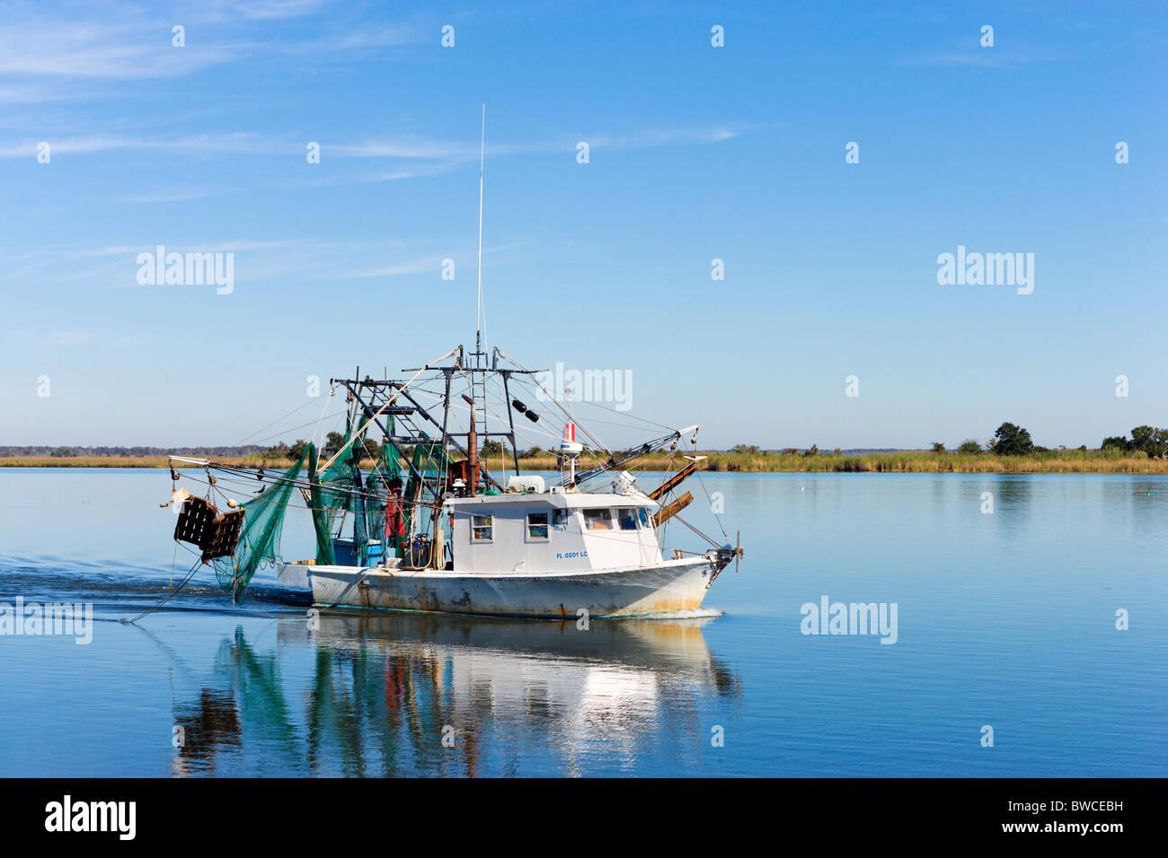 Angelboot/Fischerboot in der Nähe der Mündung des Apalachicola River, Apalachicola, Golfküste, Florida, Stockbild