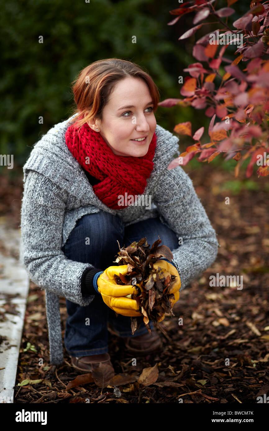 Autumn garden stockfotos autumn garden bilder alamy - Gartenarbeit im herbst ...