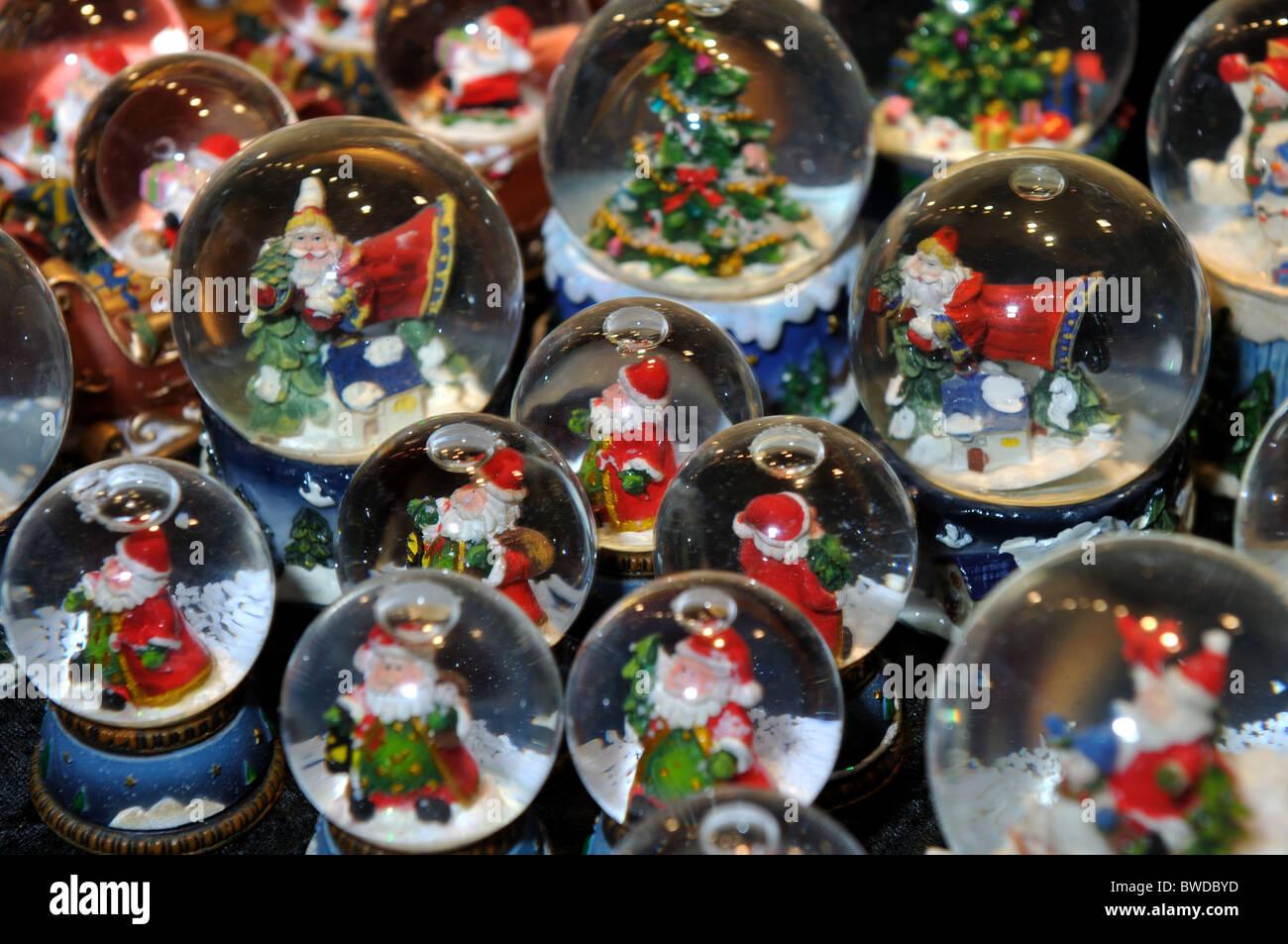 Weihnachten-Schneekugeln Stockfoto, Bild: 32871537 - Alamy