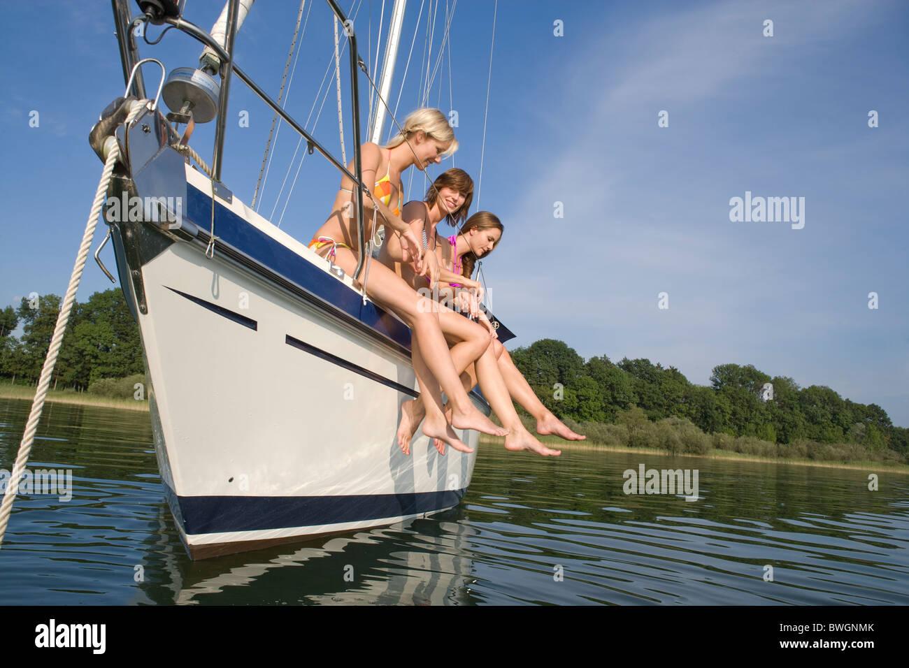 bootfahren mit madchen posiert nackt