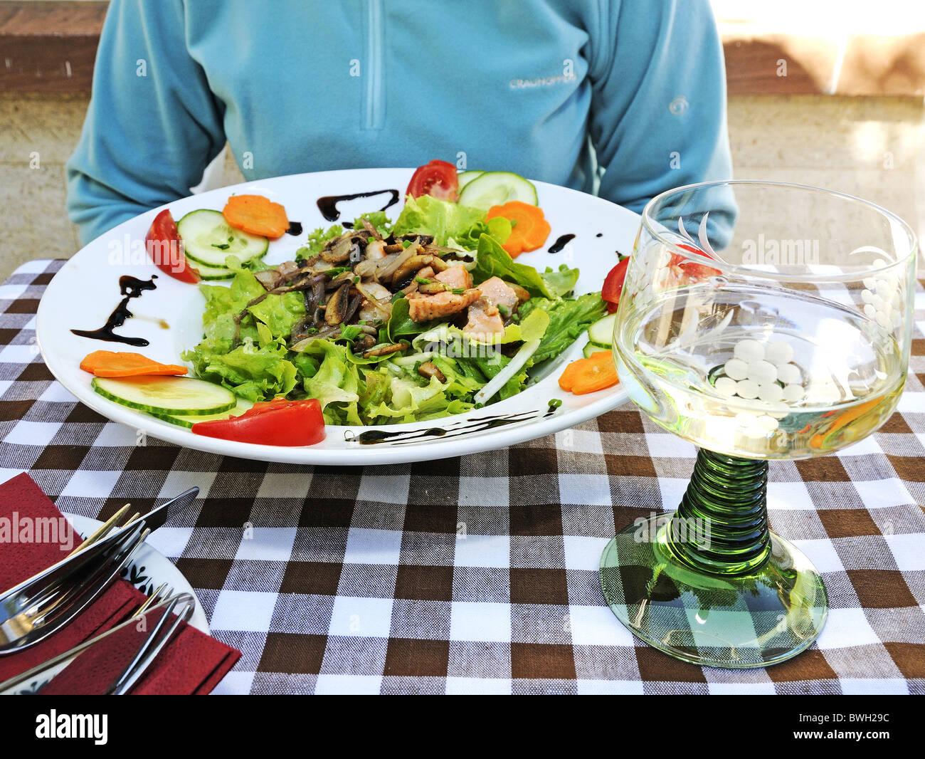Mittagessen und Riesling auf Burgschanke Rittersberg Restaurant in ...