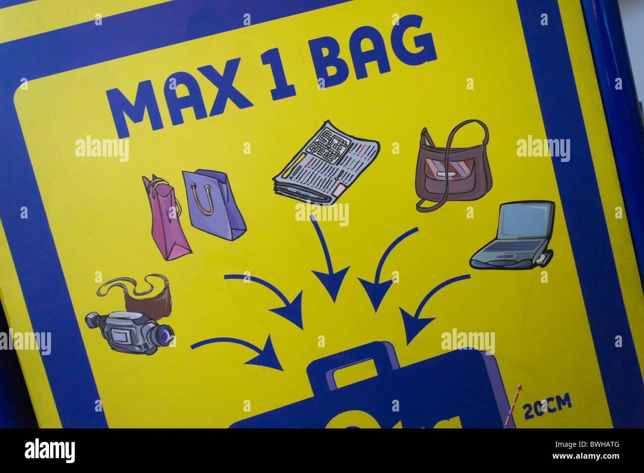 Flughafen Handgepäck Handgepäck Flughafen JagdquotenRyanair Flughafen Zeichen Kabine Zeichen JagdquotenRyanair Kabine DWHI29E
