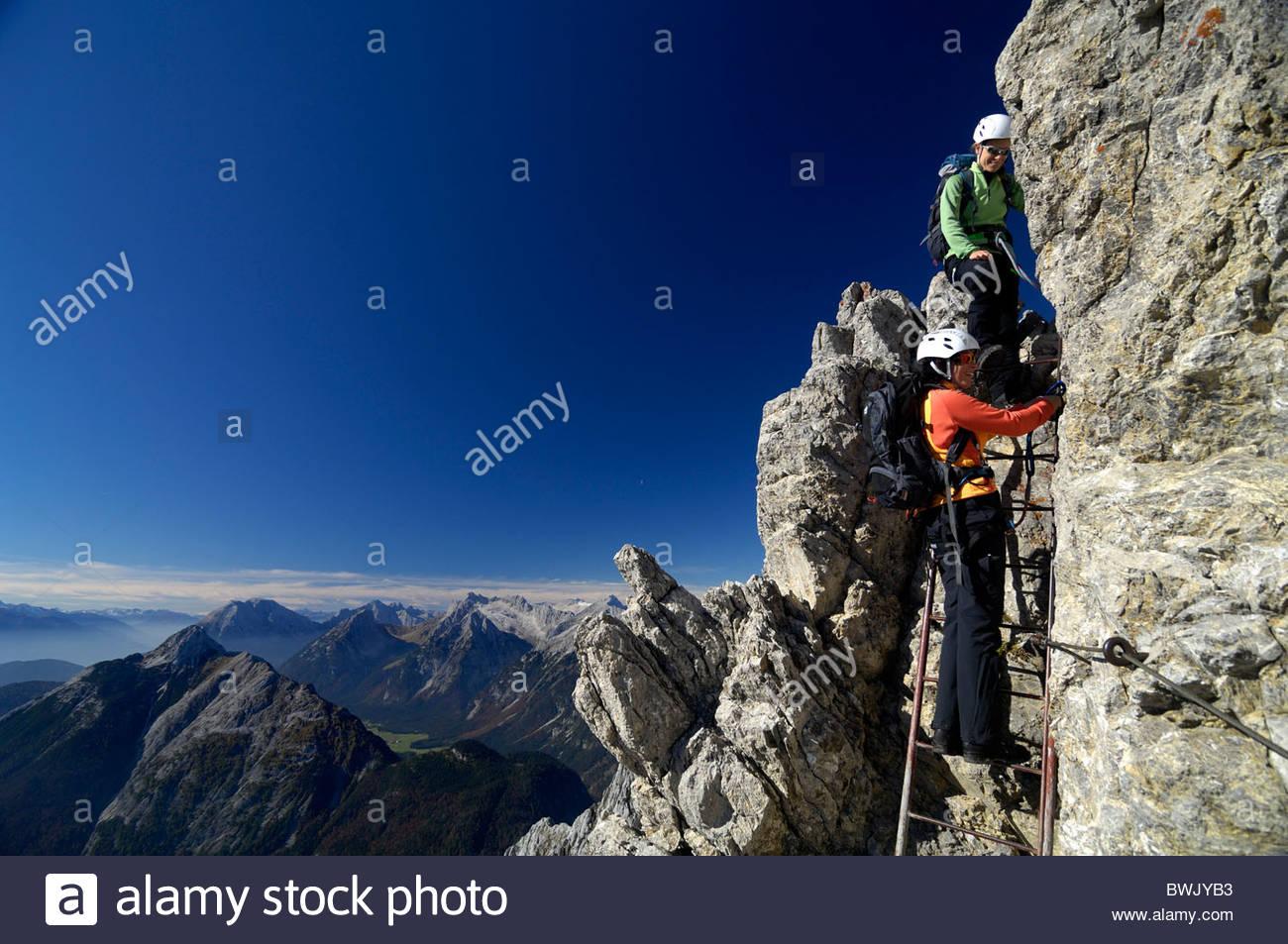 Klettersteig Mittenwald : Frauen am mittenwalder klettersteig hoehenweg