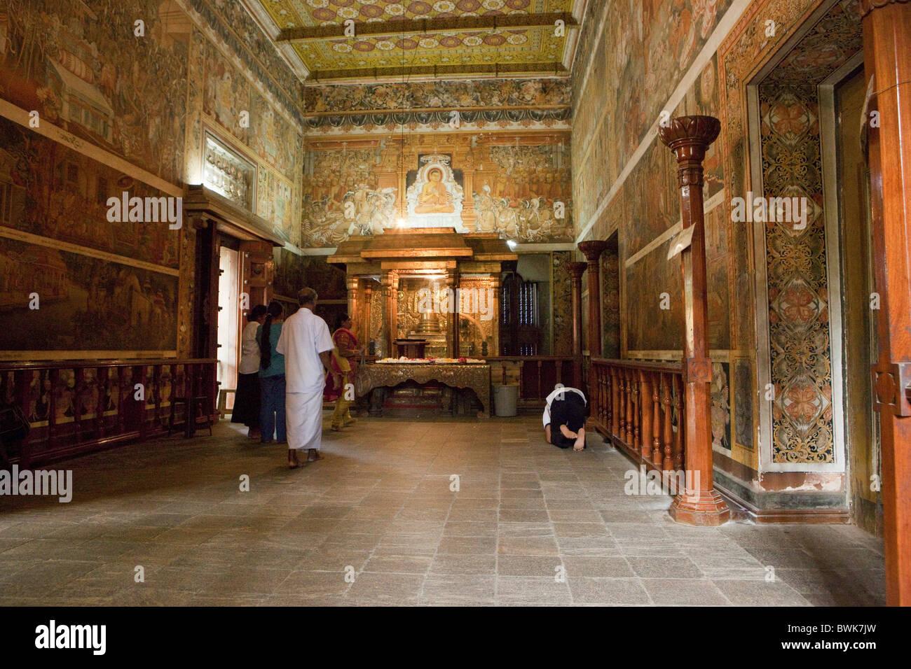 Wandmalereien aus dem 18. Jahrhundert im Inneren der erlernte Raja Maha Vihara Tempel, Colombo, Sri Lanka, Asien Stockbild
