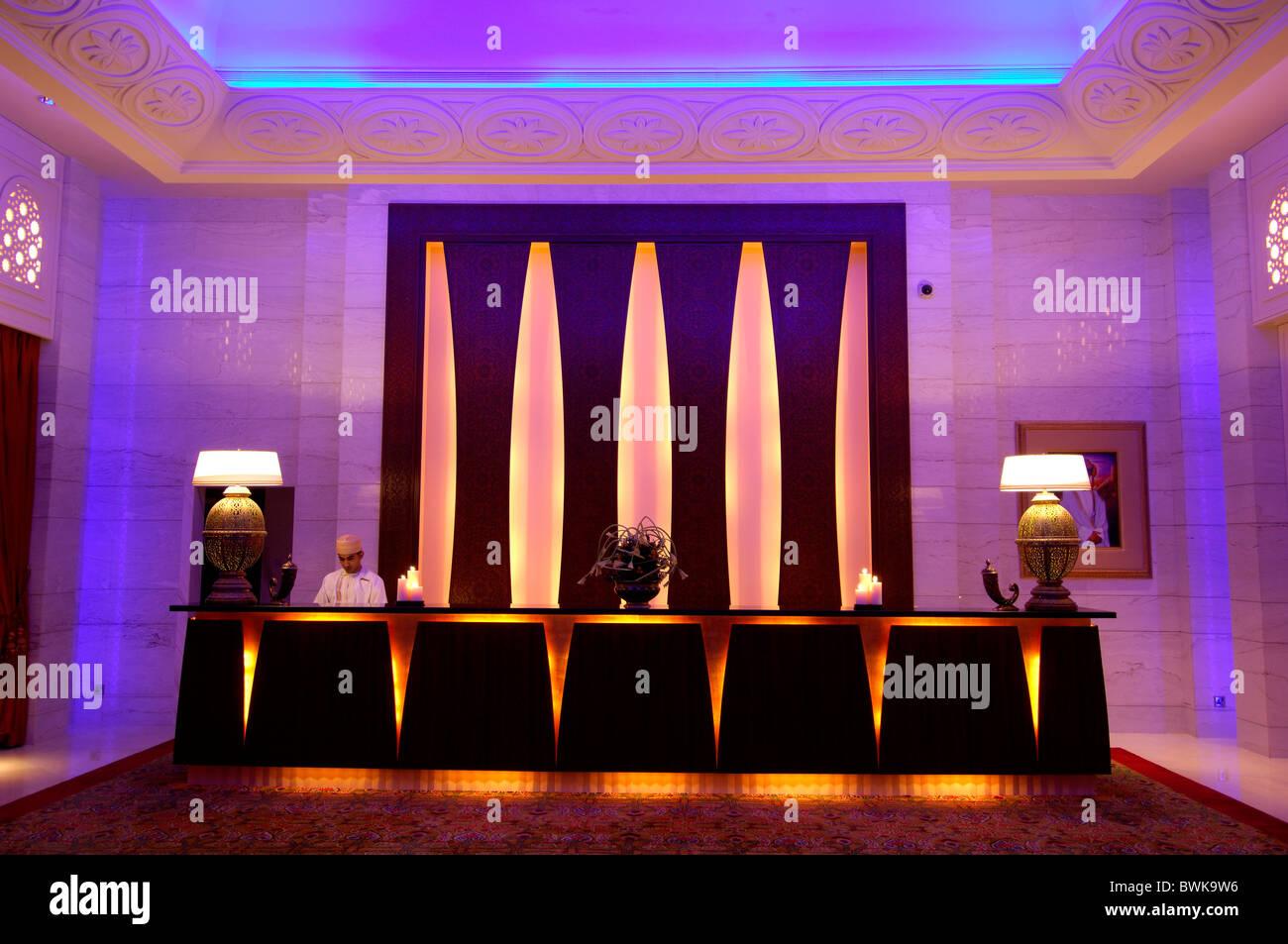 Lobby-Luxus im 5-Sterne Hotel Rezeption Mann Büro Arbeiter Licht ...