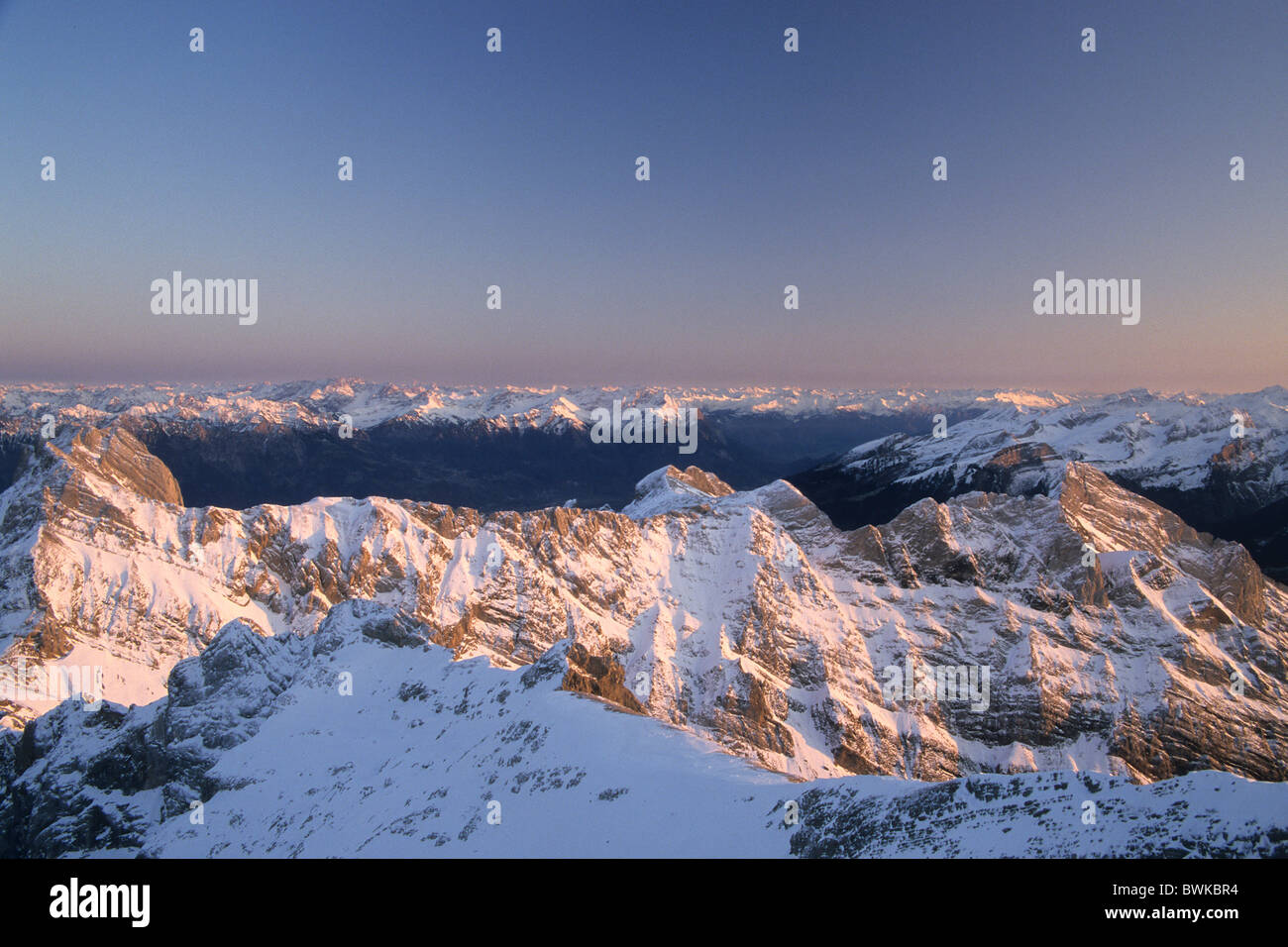 Schweiz Europa Alpen Berge Bergmassiv Alpstein Stimmung Dämmerung Twilight Schnee Landschaft Landschaft Alpst Stockbild
