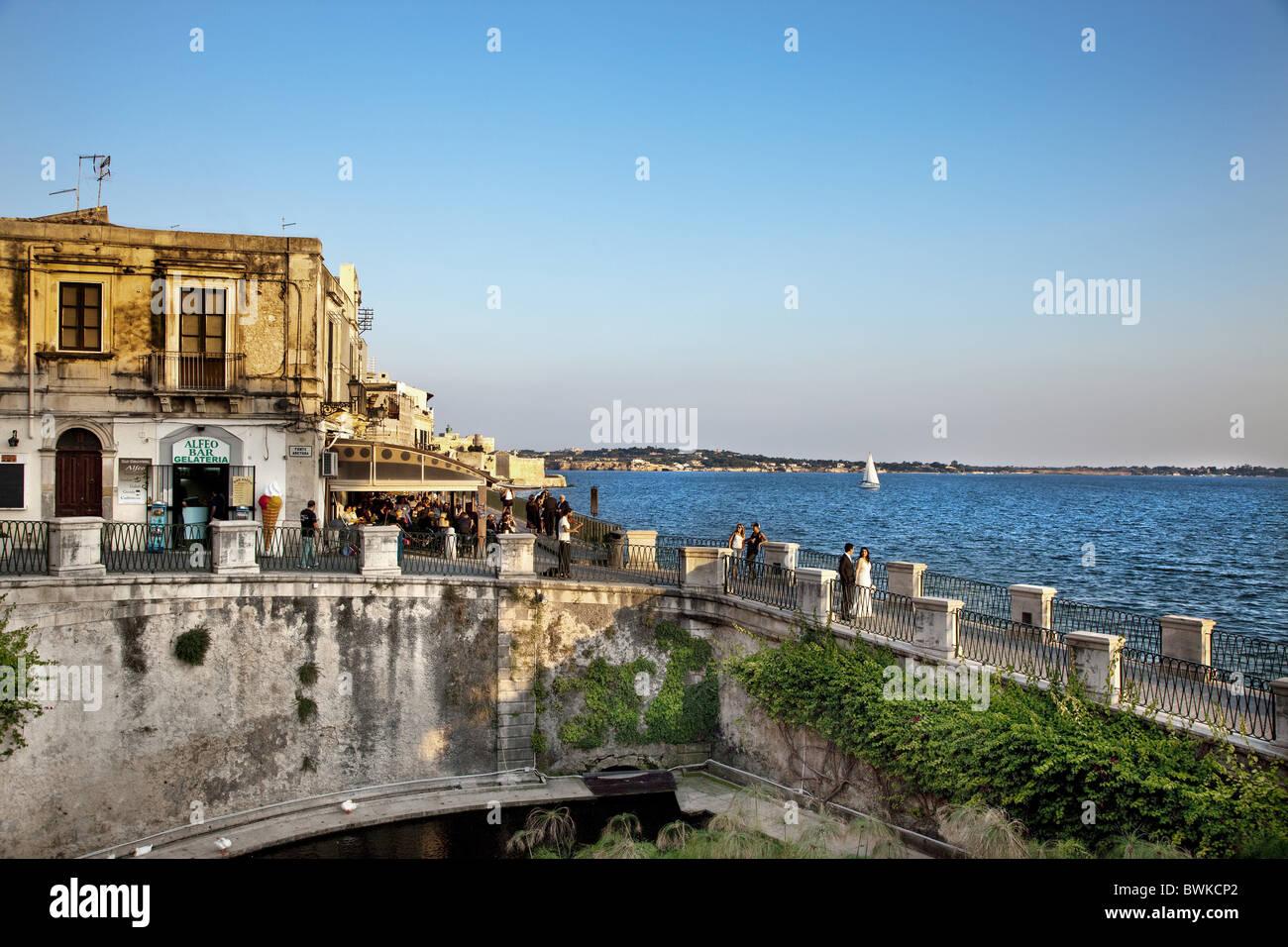 Seaside Promenade, Fonte Aretusa, Ortigia, Syrakus ...