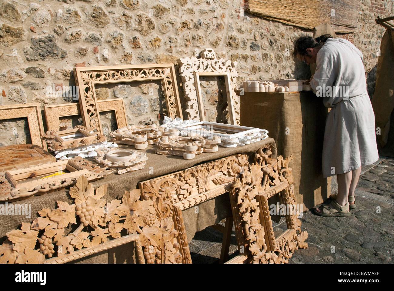 Hand geschnitzt Holz Bilderrahmen zum Verkauf am Mittelalterfest ...
