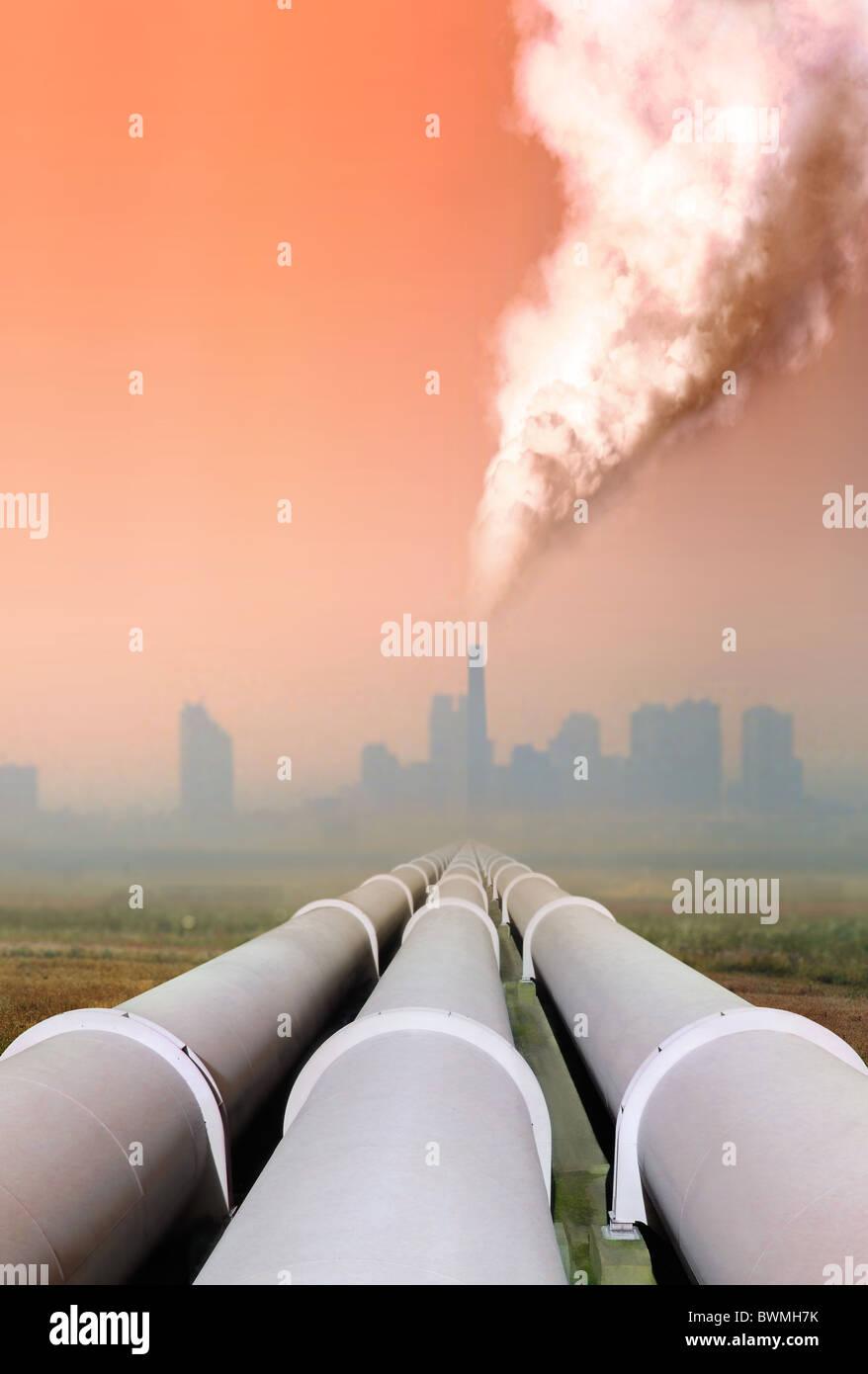 Gas-Rohrleitung und atmosphärischen Luftverschmutzung aus Fabrik Stockbild