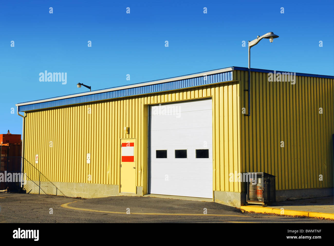Perfect Kleine Wellpappe Gelb Metall Abstellgleis Garage Oder Arena Stockbild
