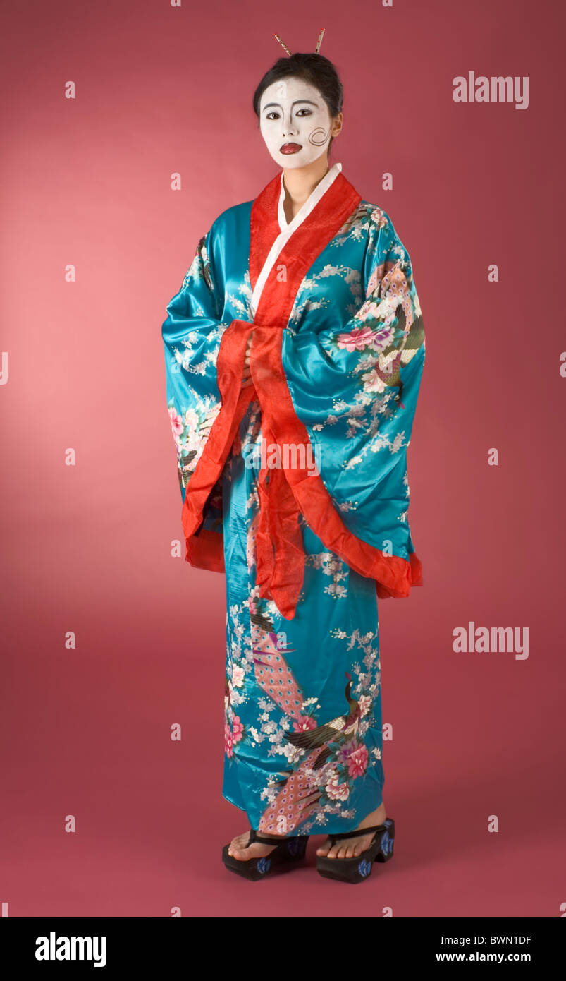 asiatische frau mit geisha stil bemalung im yukata kimono stockfoto bild 33038923 alamy. Black Bedroom Furniture Sets. Home Design Ideas