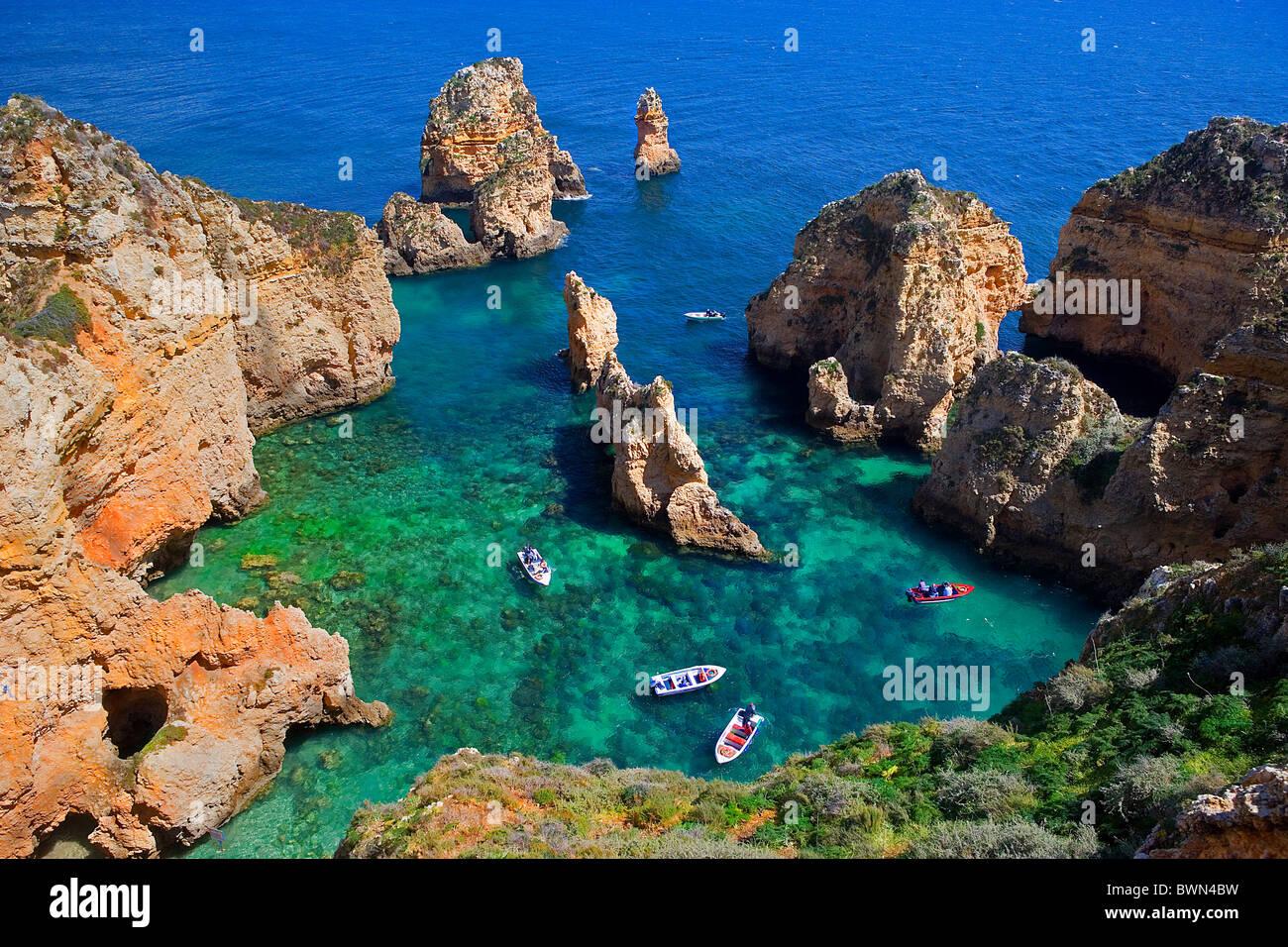 Algarve in Portugal Europa Europa Landschaft Meer Ozean steinigen Felsen Wasser Menschen Urlaub Strandurlaub Stockbild
