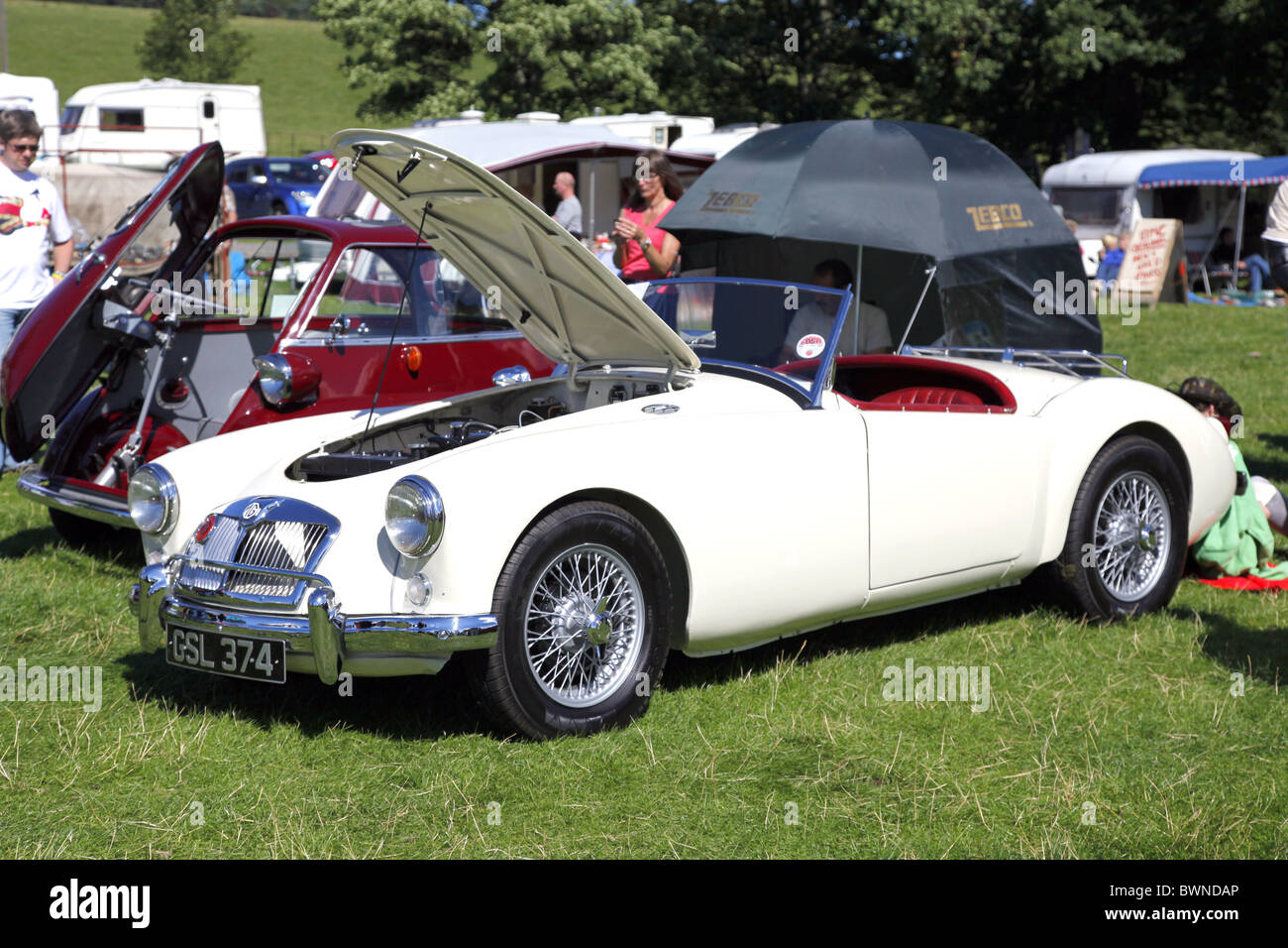 WEIßE MGA CLASSIC CAR STAINDROP NORTH YORKSHIRE RABY CASTLE STAINDROP NORTH YORKSHIRE STAINDROP NORTH YORKSHIRE Stockbild