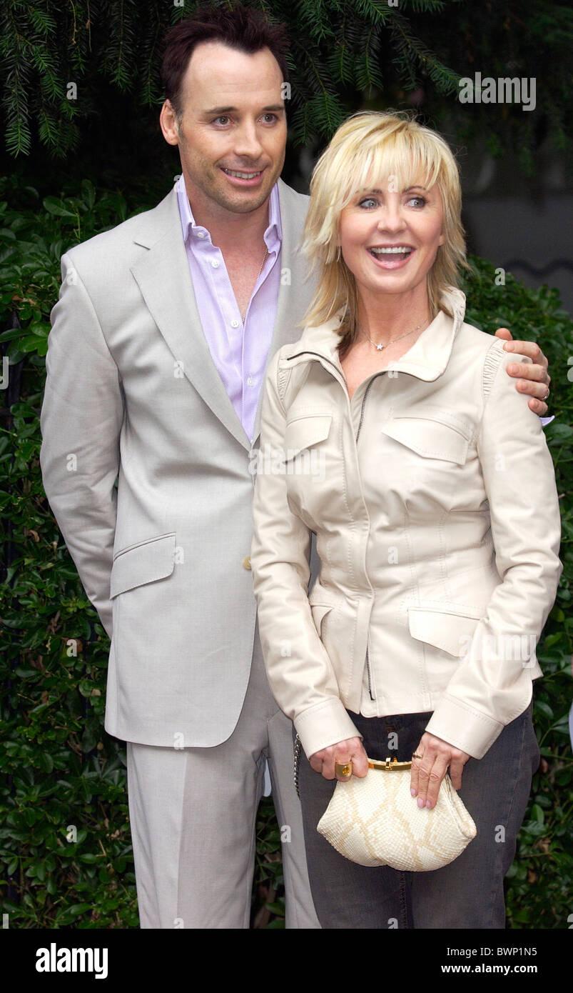 Sängerin und Schauspielerin Lulu und David Furnish verbinden andere Prominente für eine Party in Carlyle Stockbild