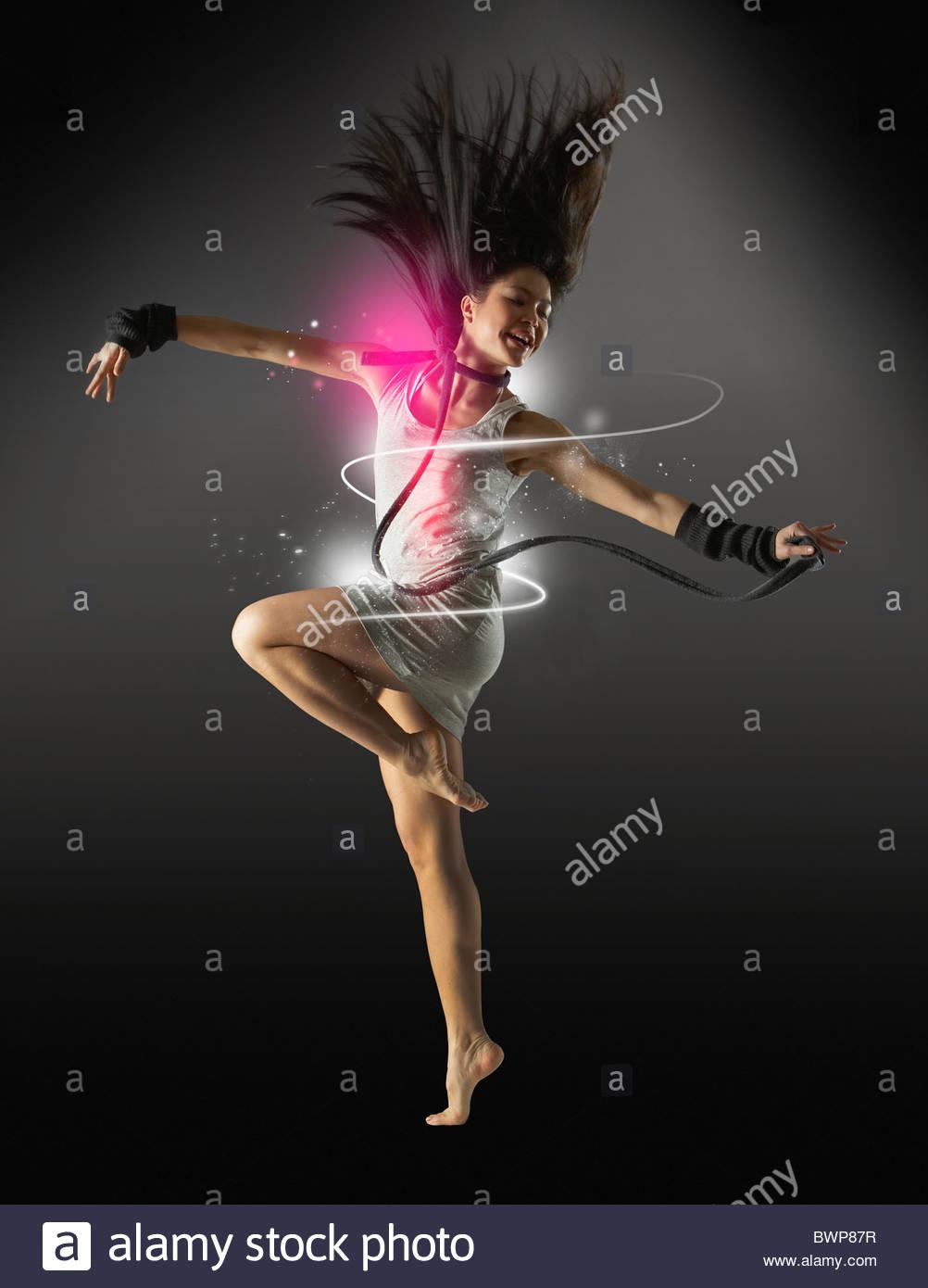 Glamouröse Frau tanzt Stockbild