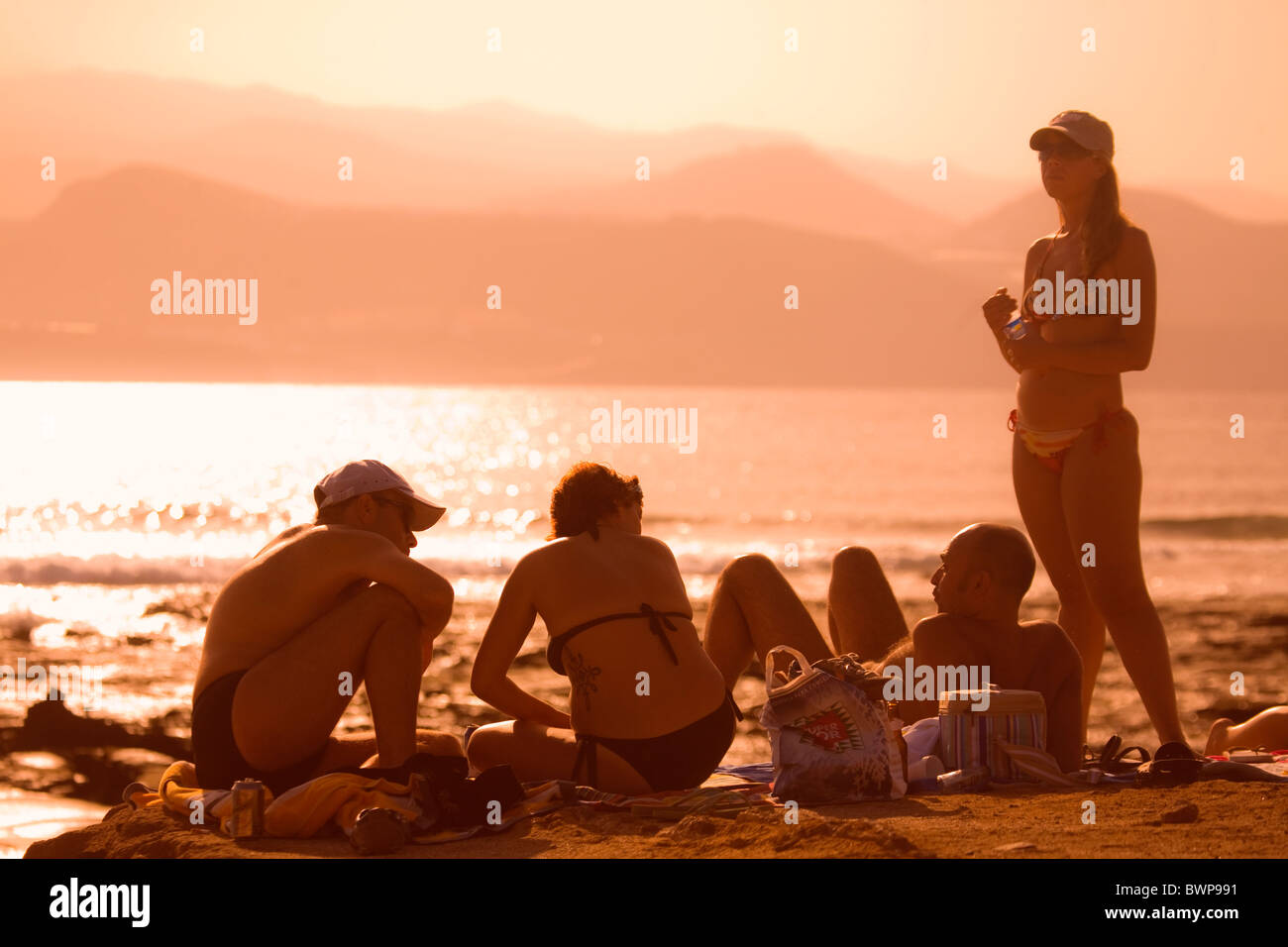 Sonnenuntergang in The The Islas Canarias Ocean & Erde Pro Surf Competition.Competitors bei Sonnenuntergang Stockbild