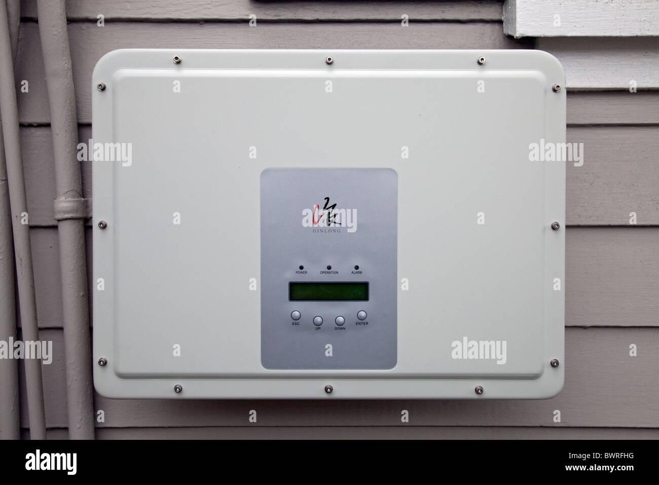 """Installation einer Wohn-Windkraftanlage ist für eine Episode der DIY Network Show """"This New House"""" gedreht. Redondo Stockfoto"""