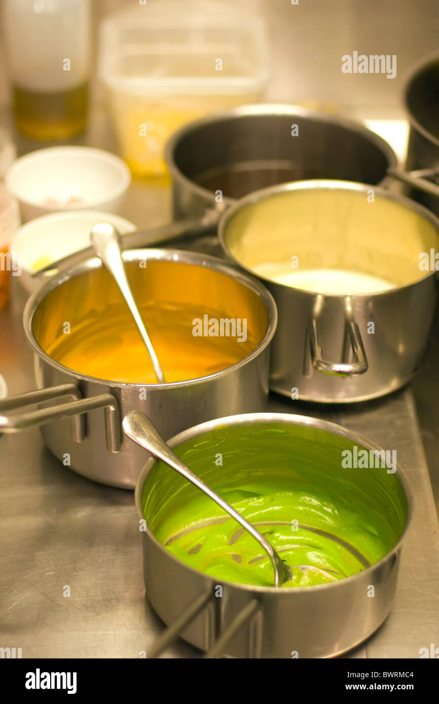 Detail der Küche im Restaurant Ensemble, in Kopenhagen, Dänemark. Stockbild