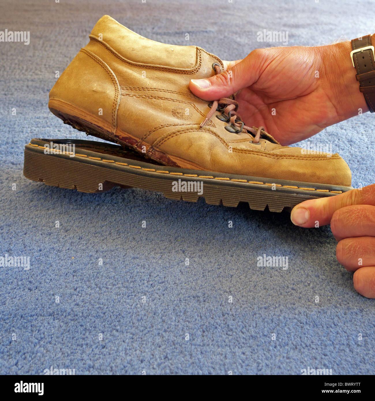 Herren Wildleder Schuh mit der Ferse kommenden Weg, UK Modell veröffentlicht Stockbild