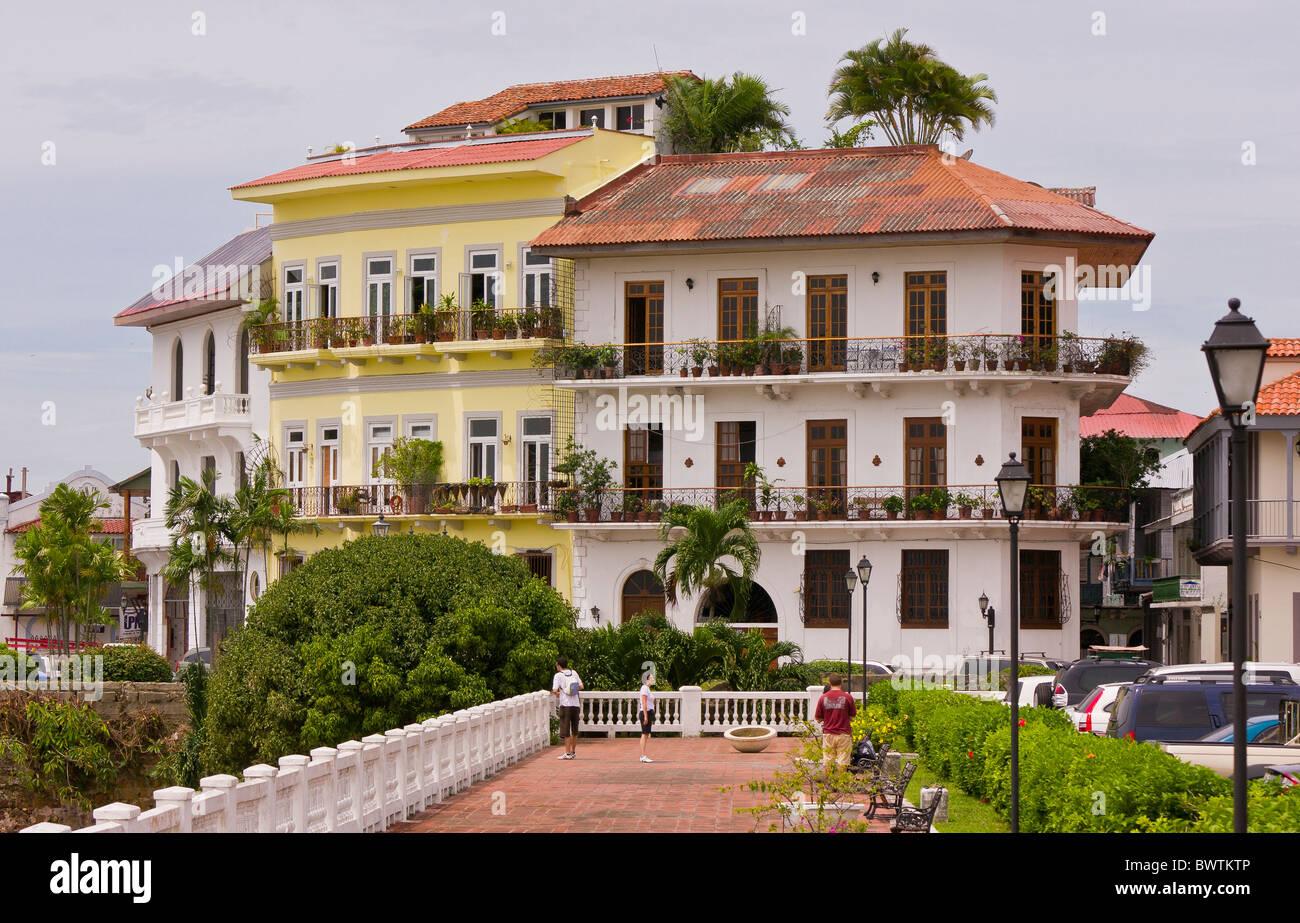 Panama Stadt Panama Wohnen Am Wasser Und Gehweg Casco Viejo Altstadt Stockfotografie Alamy