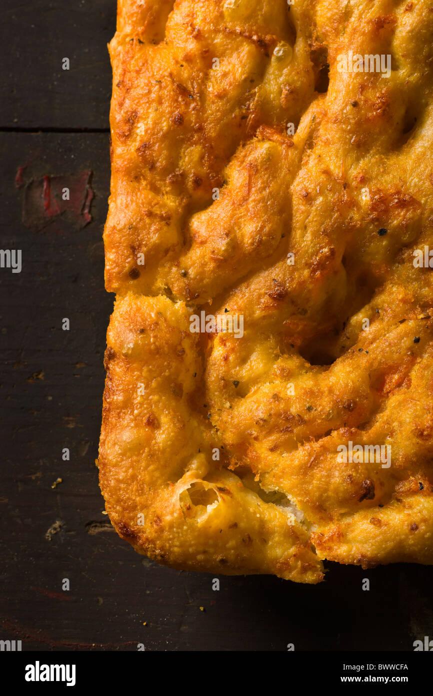 Handwerklichen Focaccia mit Tomaten leicht gebürstet Stockbild