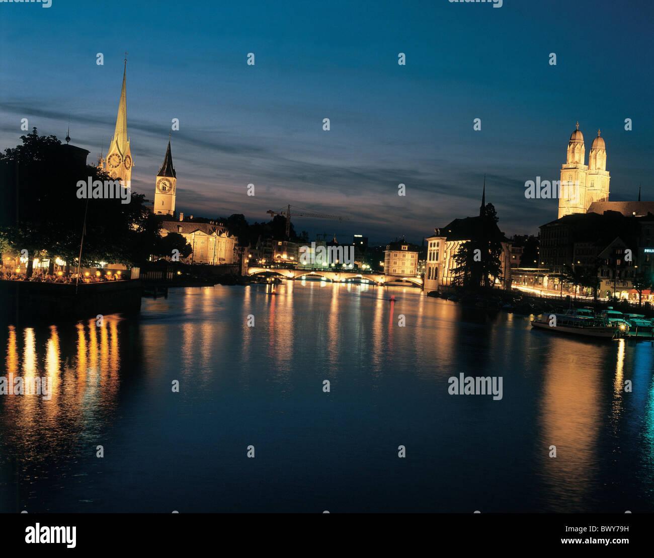 bei Nacht Bauschanzli Boote Kirchen City Fraumünster Grossmünster Minster Kirche Kathedrale Limmat Munster Stockbild