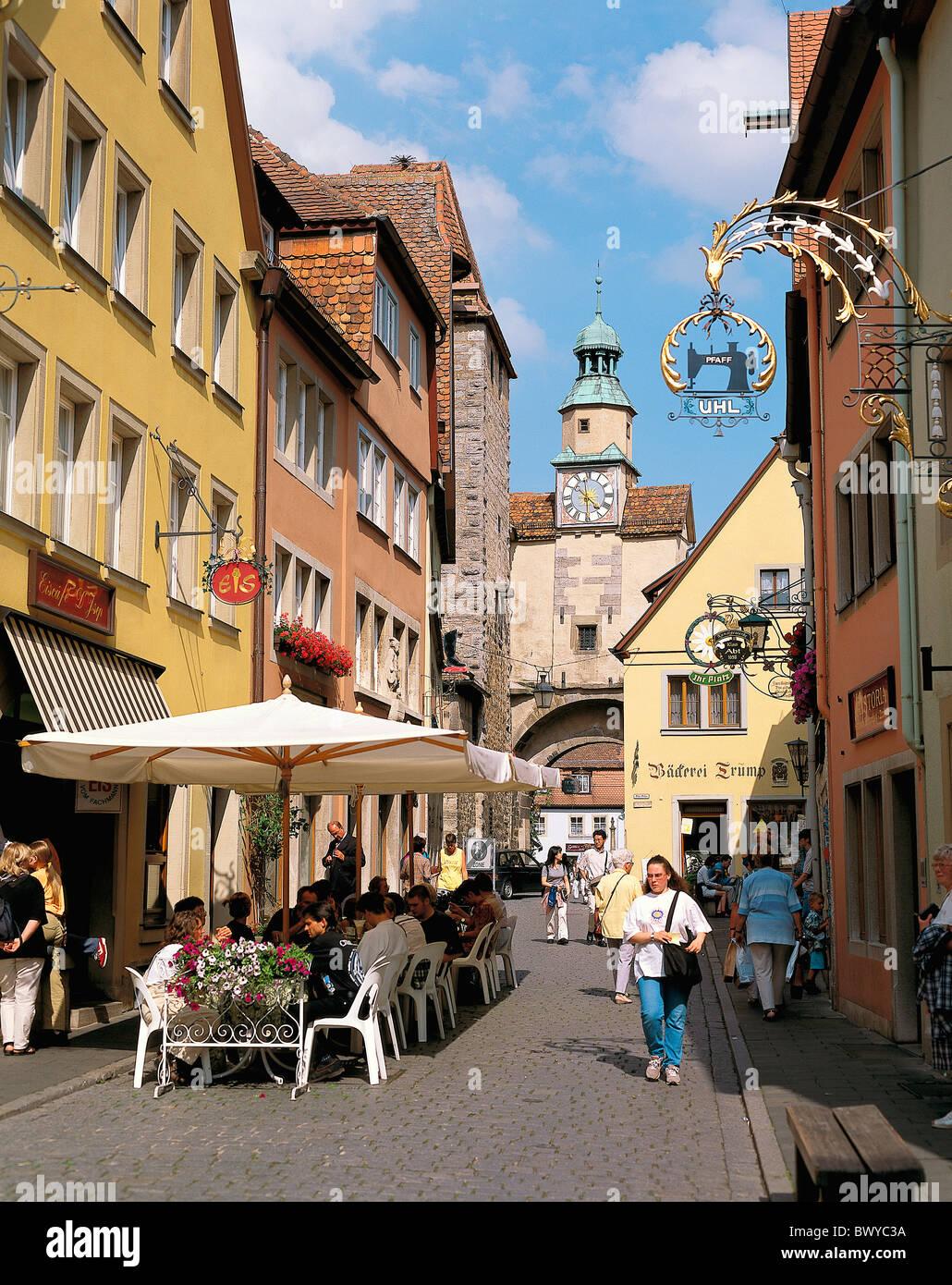 Old Town Deutschland Europa Fachwerk Häuser Leben Personen Marcus Turm Rothenburg Street café Stockbild