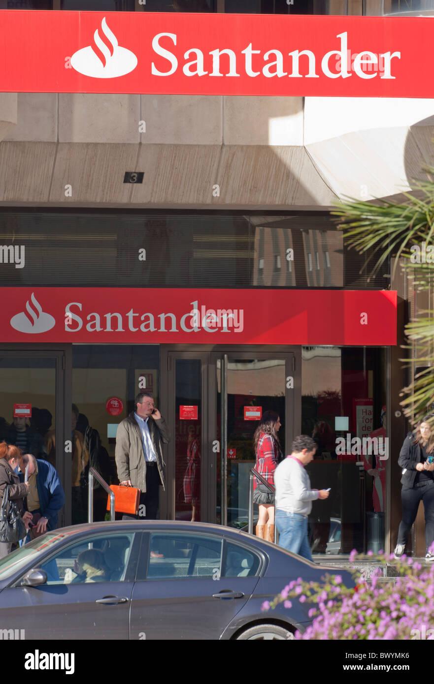 Filiale der Santander Bank in Malaga, Spanien. Stockbild