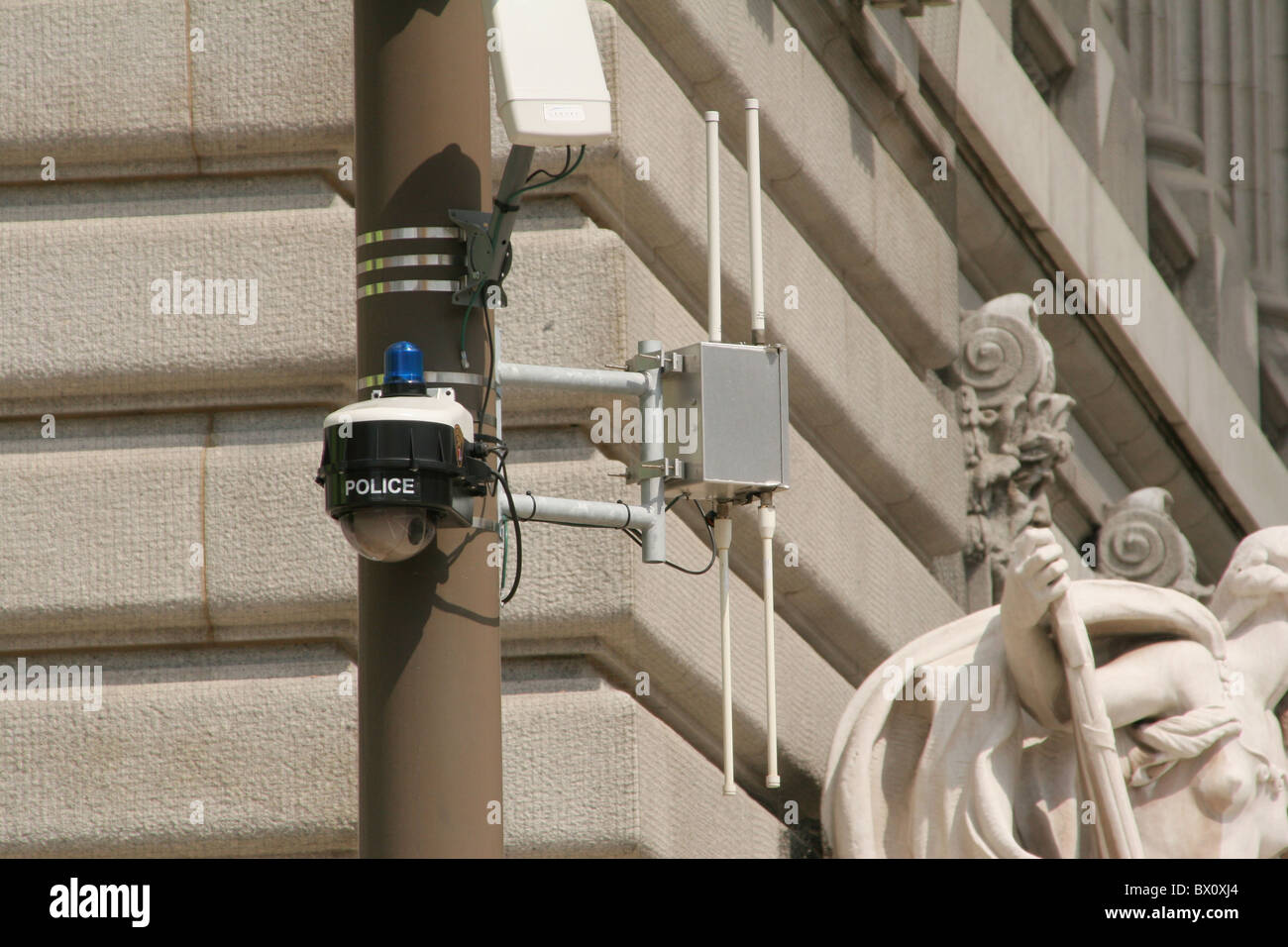 Polizei-Überwachungskamera mit Antenne. Cleveland, Ohio, USA. Big Brother beobachtet. Stockfoto