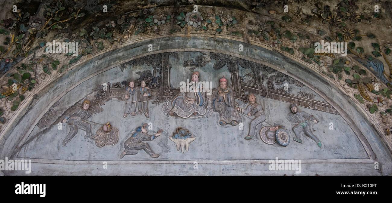 Relief schnitzen Schwingtor Teeladen mit jade Stein surround Stockbild
