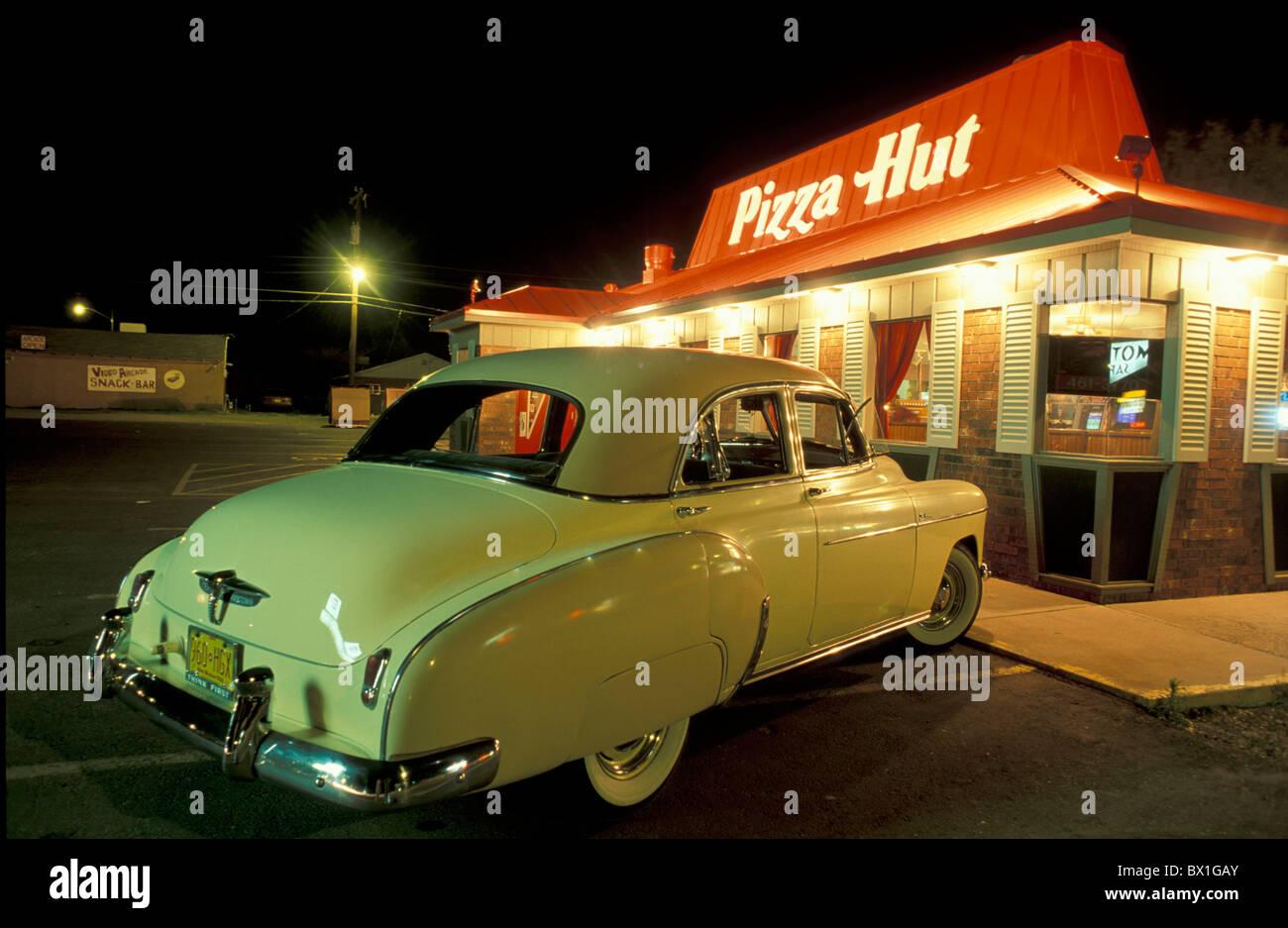 New Mexico Oldtimer Nacht Essen Auto Pizza Hut Route 66 Tucumcari USA Amerika Vereinigte Staaten Stockbild