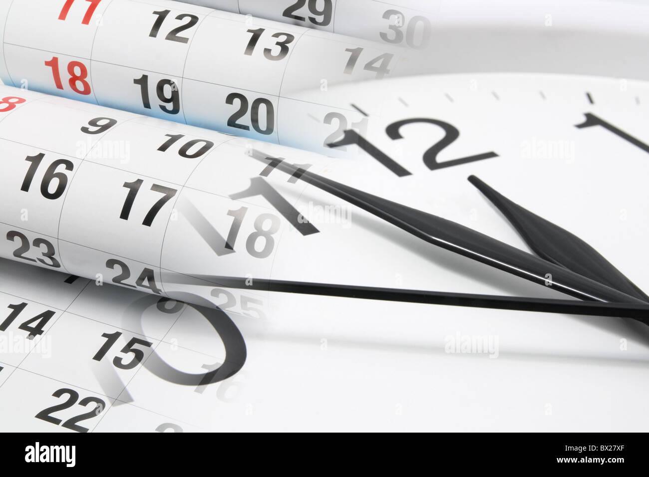 Uhr und Kalenderseiten Stockbild