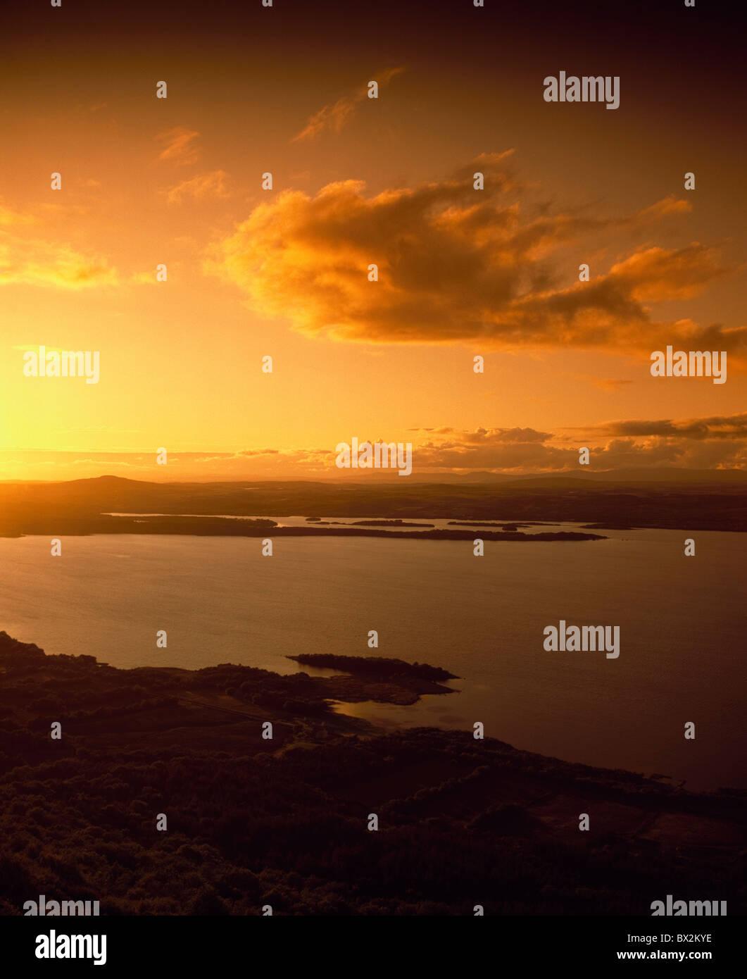 High Angle View Of Landschaft und den See bei Sonnenuntergang Stockbild