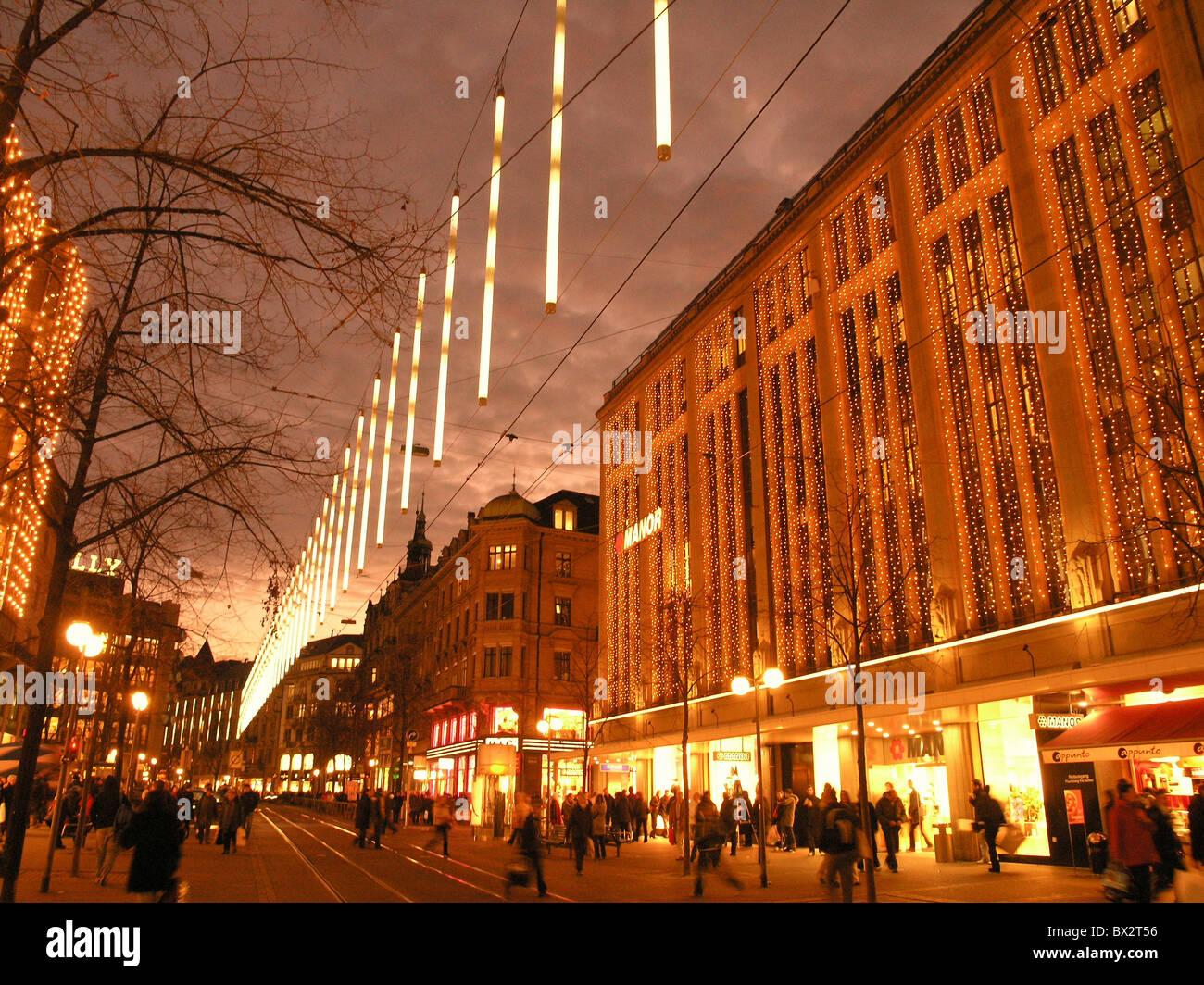 Weihnachten-Bahnhofstrasse bei Nacht Beleuchtung Nachtmensch ...