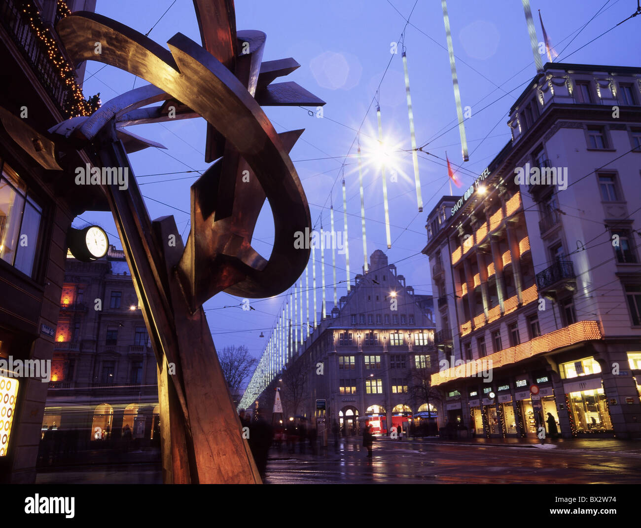 Zürich-Stadt bei Nacht Nacht Weihnachten Winter Weihnachtsbeleuchtung Bahnhofstrasse Beleuchtung Skulptur Perso Stockbild