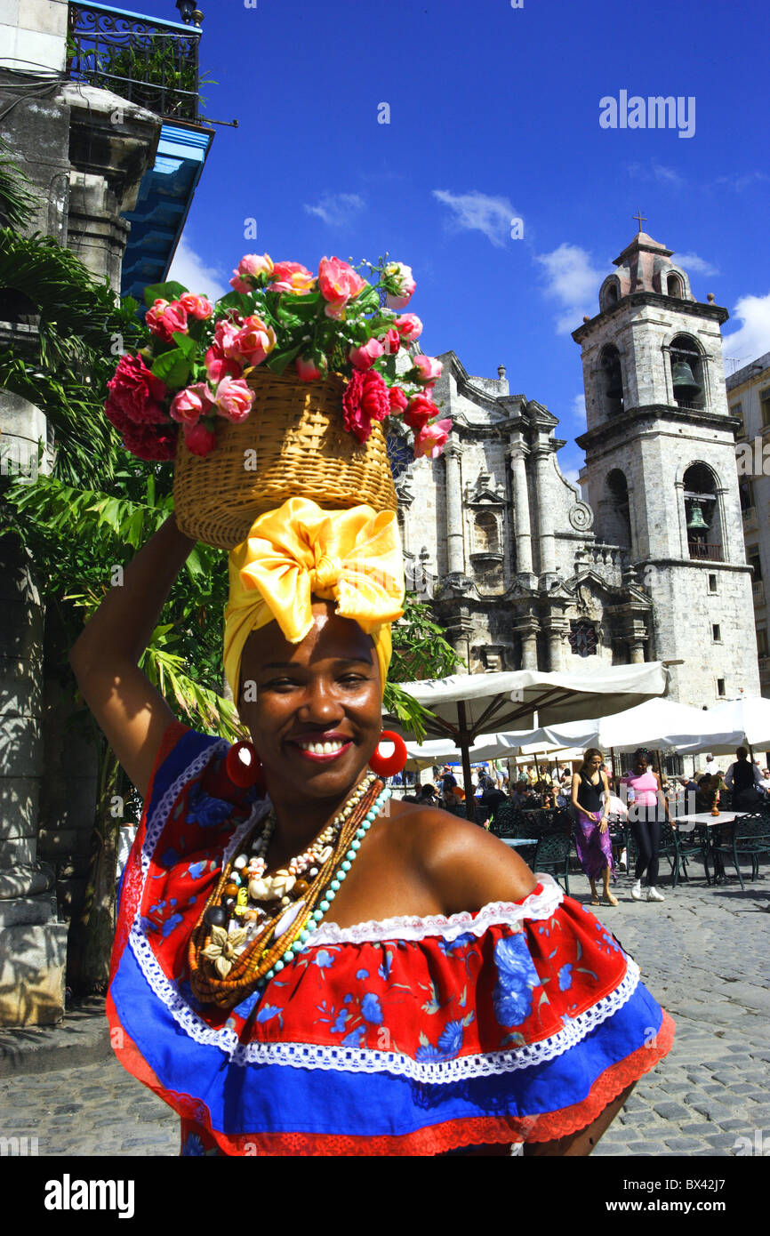 Kuba-Havanna ca. Frau einheimischen Porträts platzieren Kathedrale Stockbild