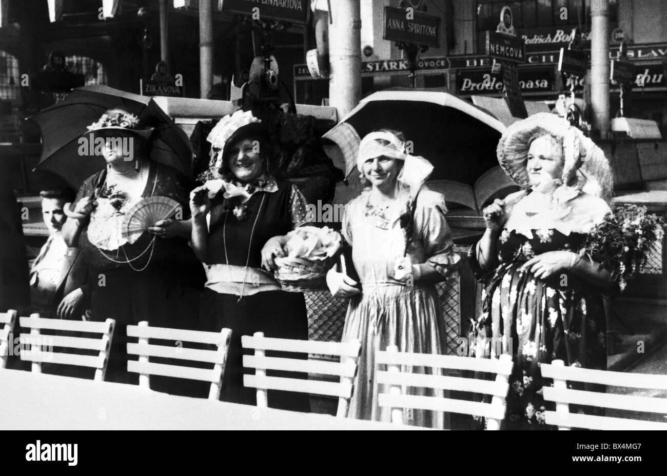 Prag 1935 Frauen Alle Benannten Anna Raffinierte Kleider Feiern