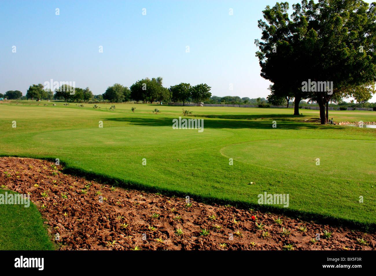 Ein Blick auf Golfplatz in Ahmedabad, Indien Stockbild