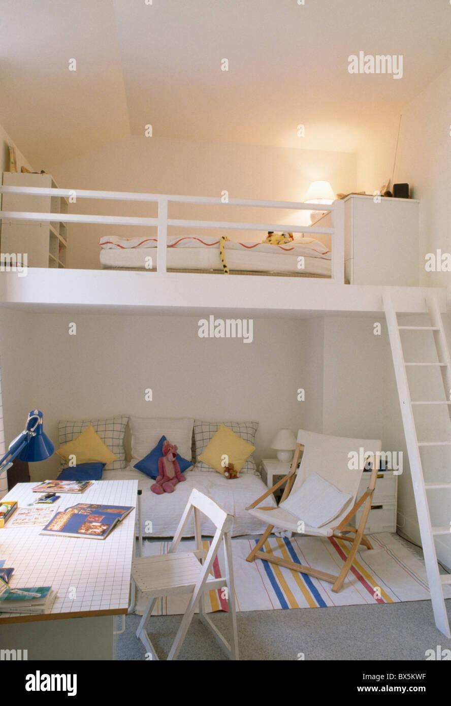 Mezzanine Apartment Stockfotos & Mezzanine Apartment Bilder - Alamy