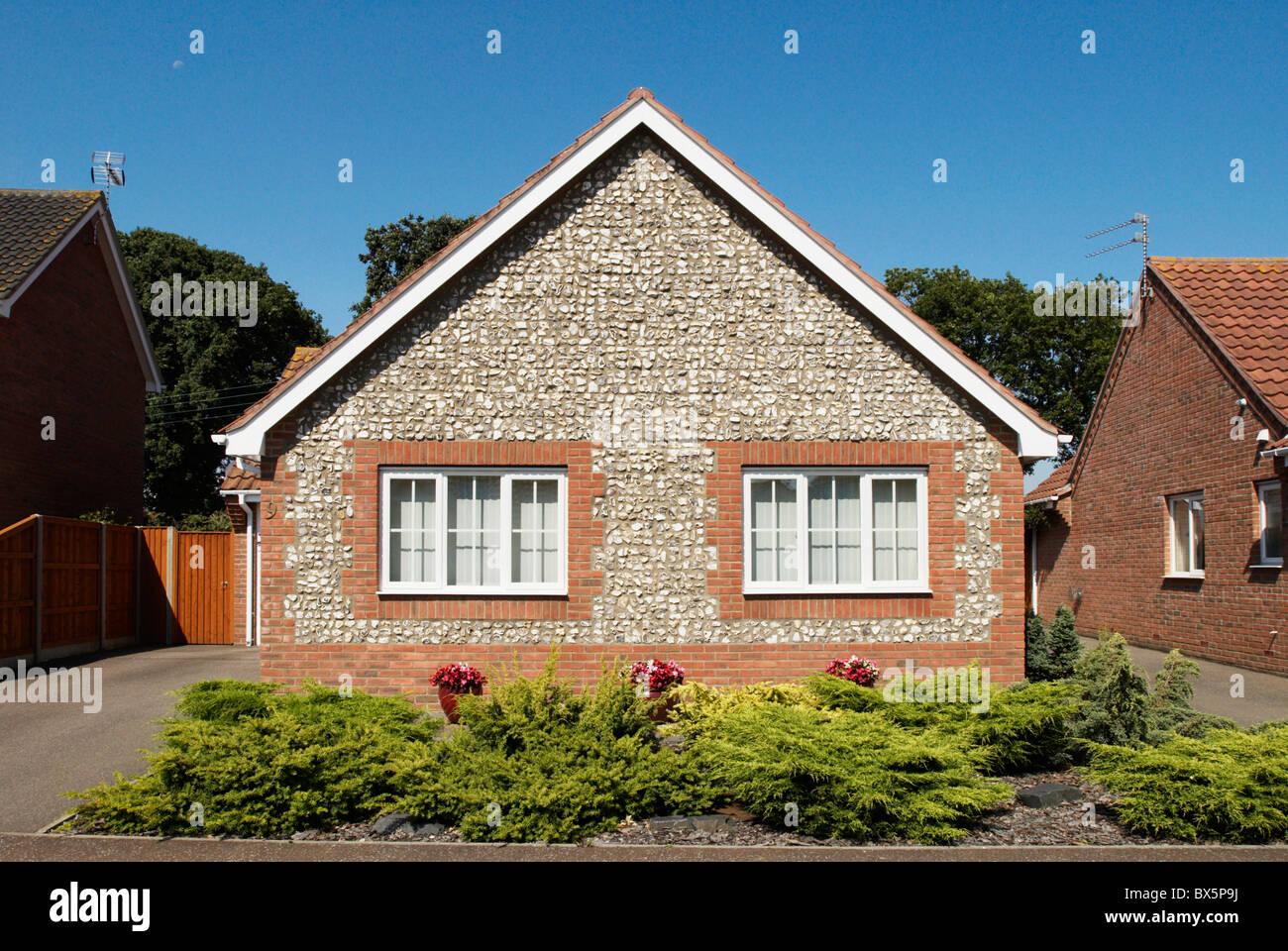 Bungalow Exterior Uk Stockfotos & Bungalow Exterior Uk Bilder - Alamy