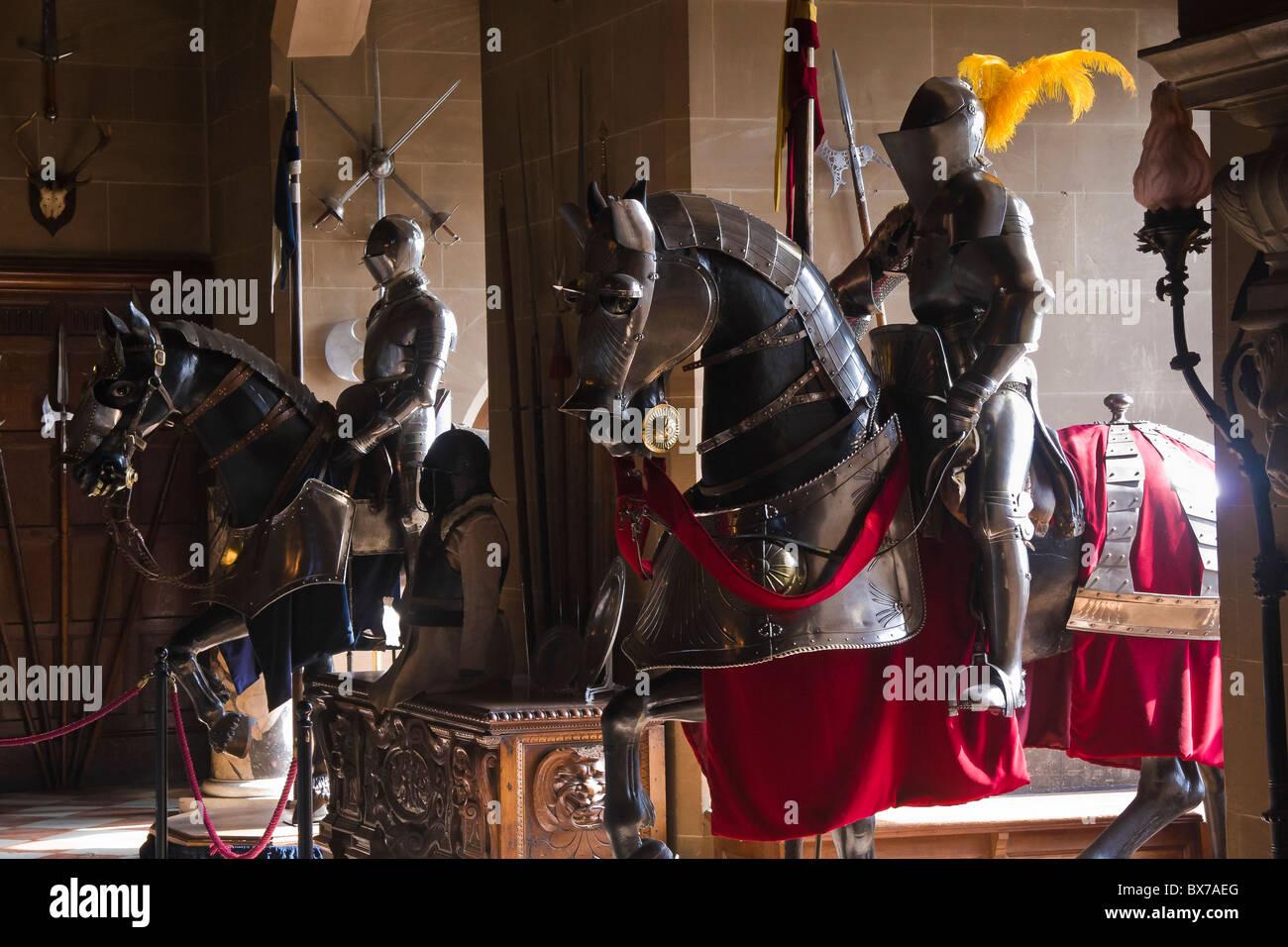 Rüstungen in der großen Halle im Warwick Castle, Warwickshire, England Stockbild